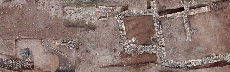 sto-fos-i-archaia-tenea-amp-8211-spoydaia-archaiologika-eyrimata-fotografies3