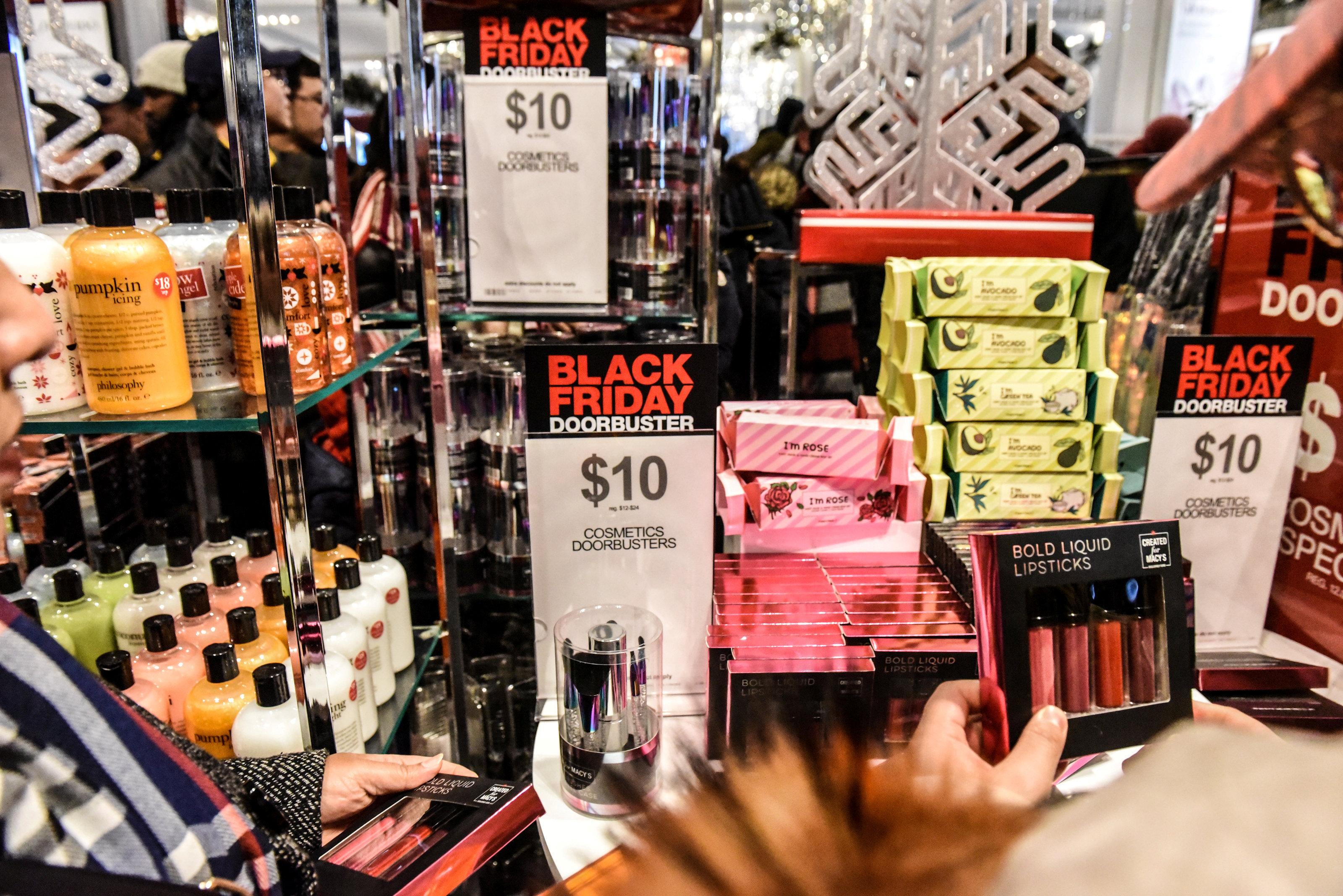 ston-rythmo-tis-black-friday-i-ameriki-fotografies29
