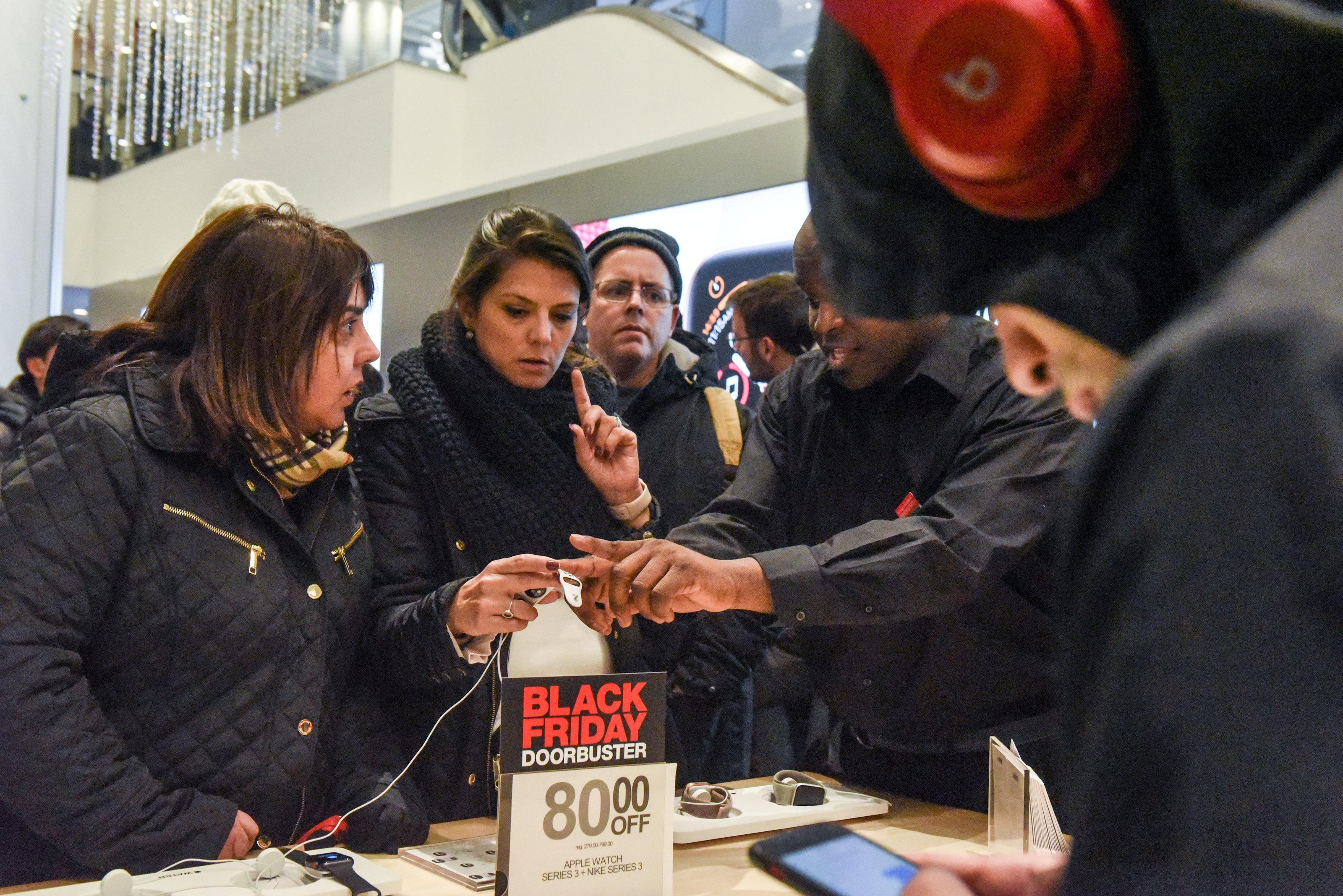 ston-rythmo-tis-black-friday-i-ameriki-fotografies25