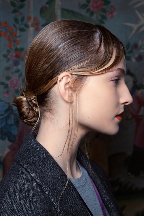 4-hair-looks-gia-tis-giortes-otan-den-soy-perisseyei-chronos1