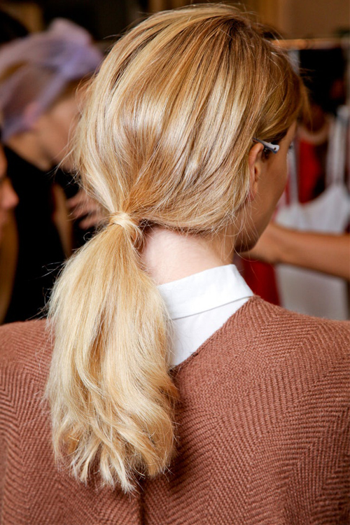 4-hair-looks-gia-tis-giortes-otan-den-soy-perisseyei-chronos3