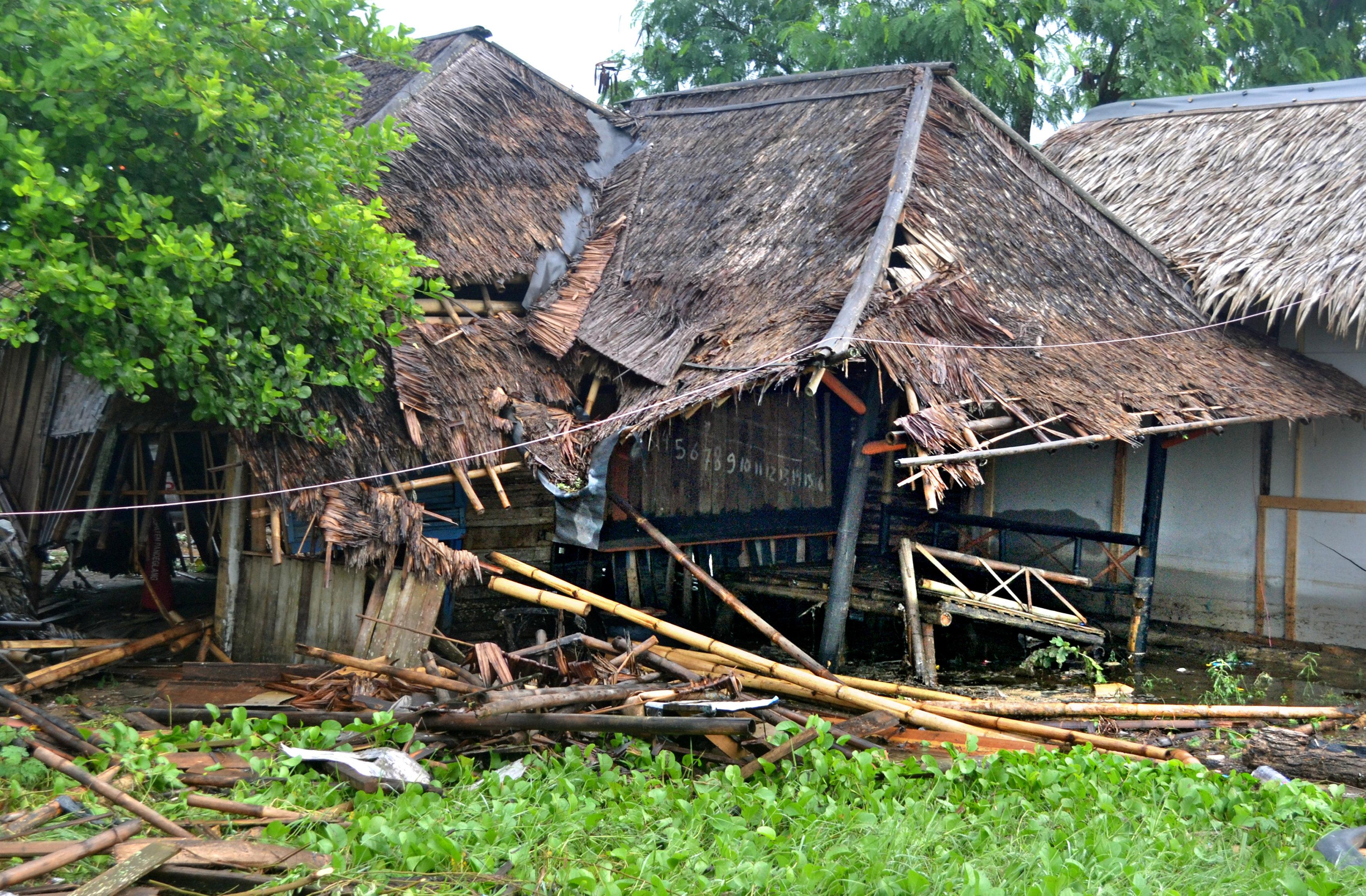 indonisia-xeperasan-toys-220-oi-nekroi-apo-to-tsoynami-meta-tin-ekrixi-ifaisteioy-fotografies-amp-8211-vinteo3