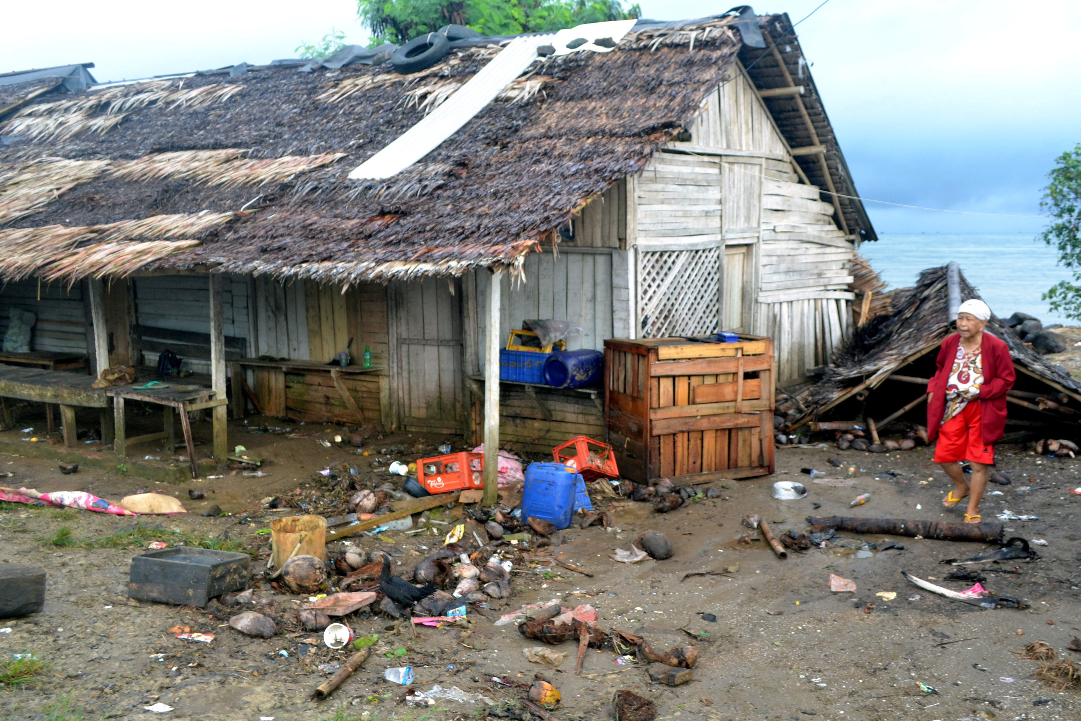 indonisia-xeperasan-toys-220-oi-nekroi-apo-to-tsoynami-meta-tin-ekrixi-ifaisteioy-fotografies-amp-8211-vinteo5