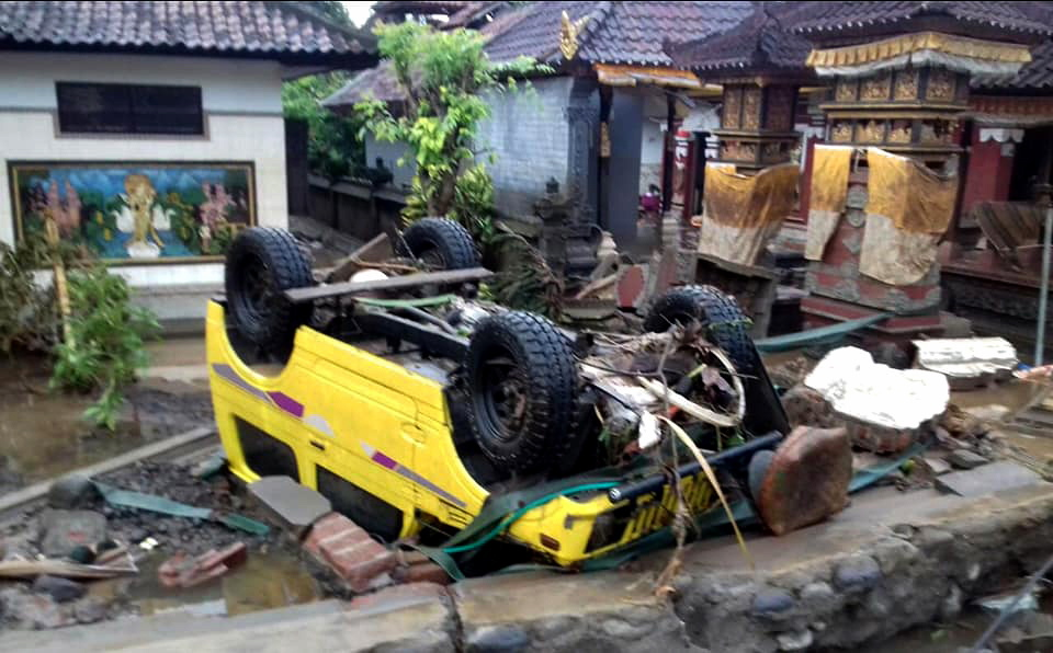 indonisia-xeperasan-toys-220-oi-nekroi-apo-to-tsoynami-meta-tin-ekrixi-ifaisteioy-fotografies-amp-8211-vinteo17