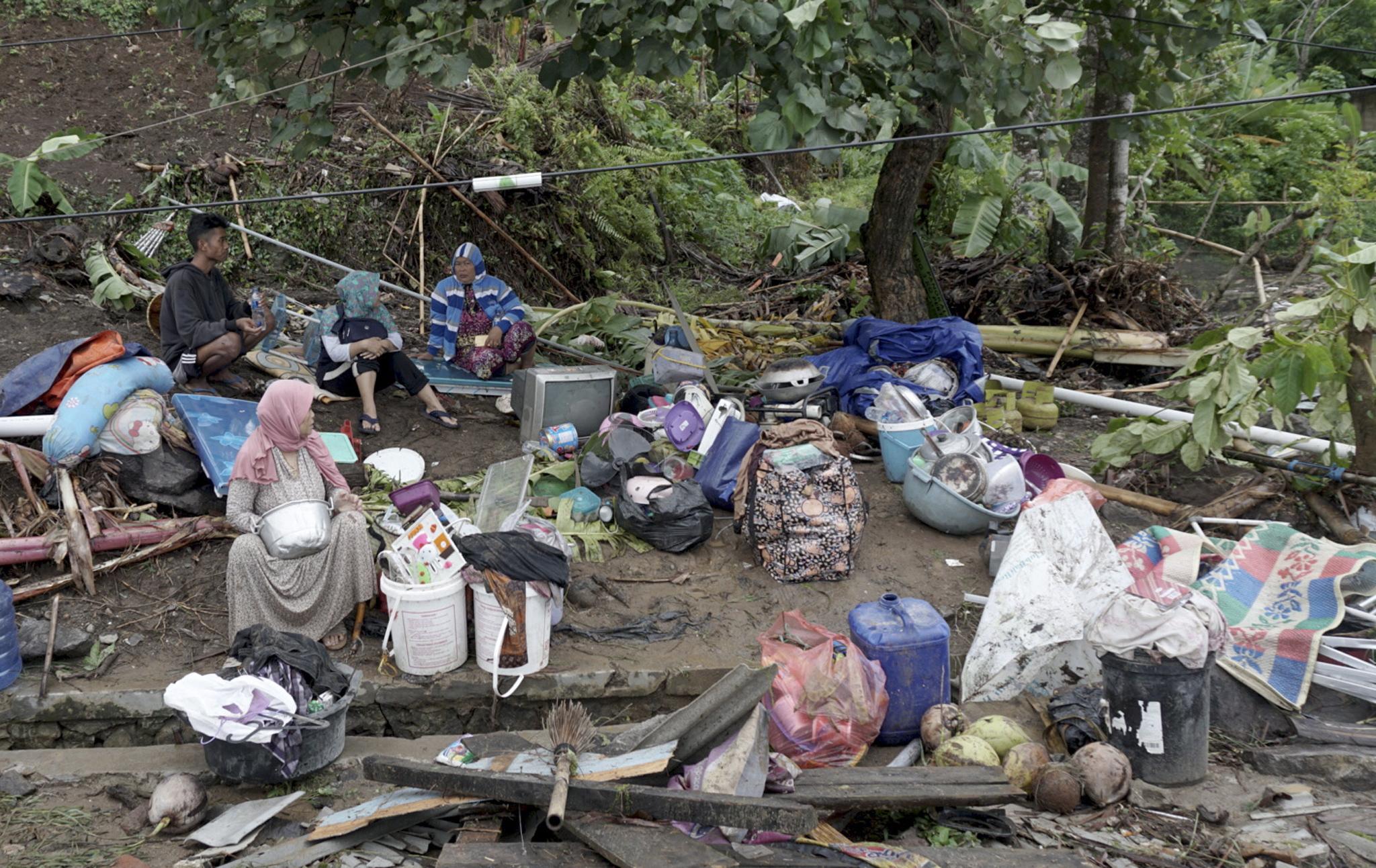 indonisia-xeperasan-toys-220-oi-nekroi-apo-to-tsoynami-meta-tin-ekrixi-ifaisteioy-fotografies-amp-8211-vinteo25