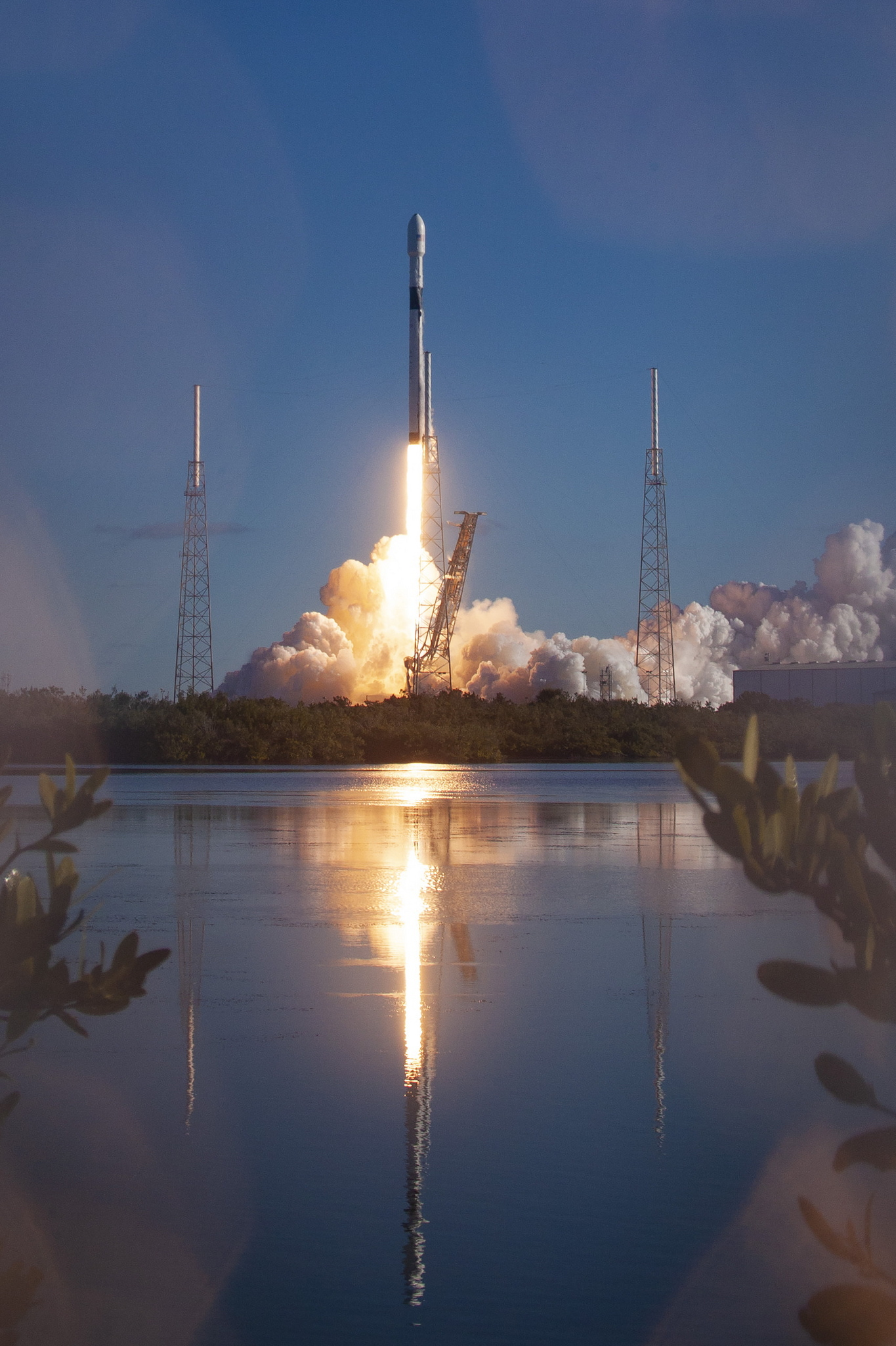 i-space-x-ektoxeyse-ton-pio-ischyro-stratiotiko-doryforo-gps-ton-ipa-fotografies3