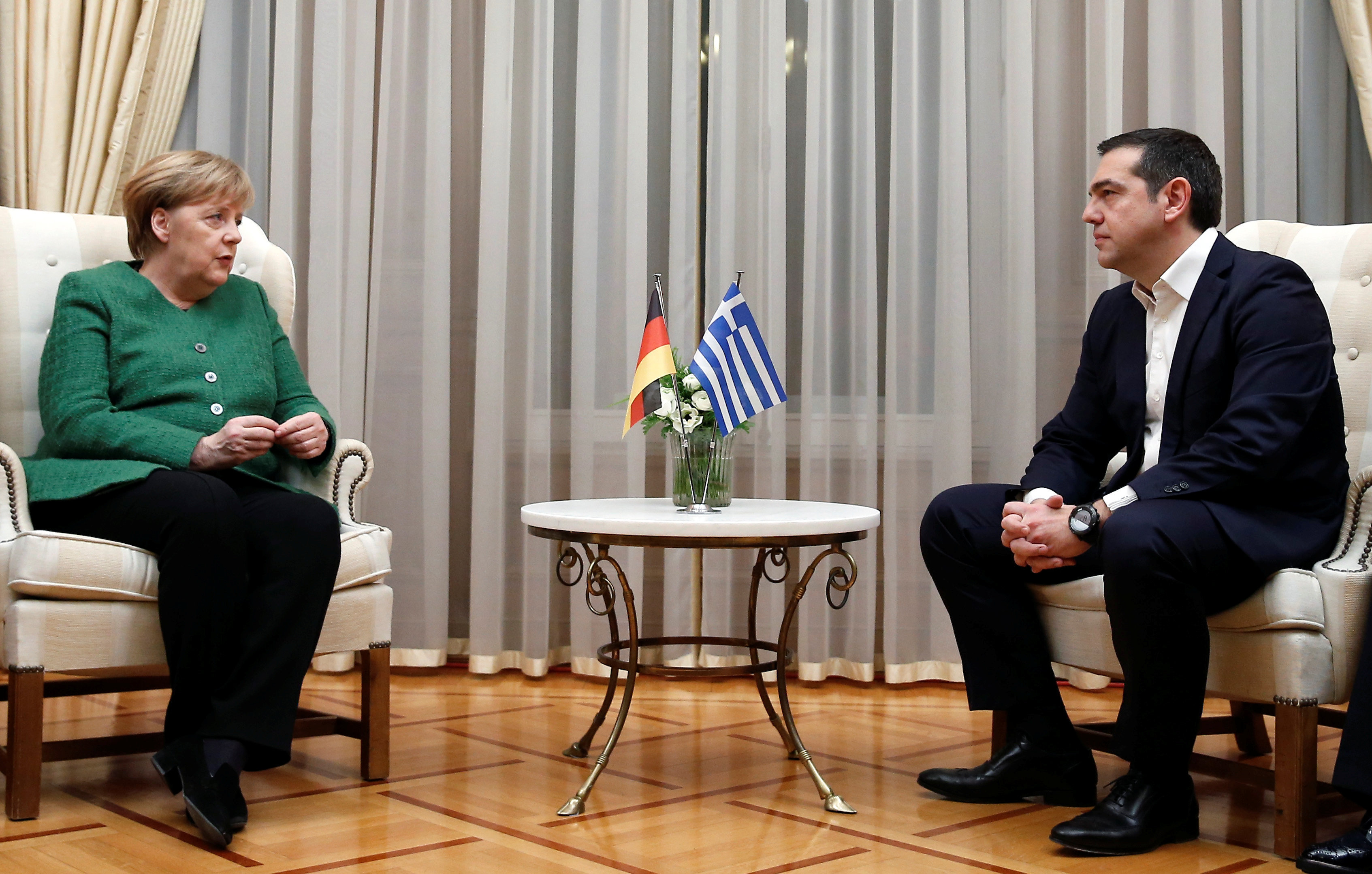 merkel-pros-tsipra-simantikos-o-rolos-tis-choras-sas-sta-valkania-vinteo3
