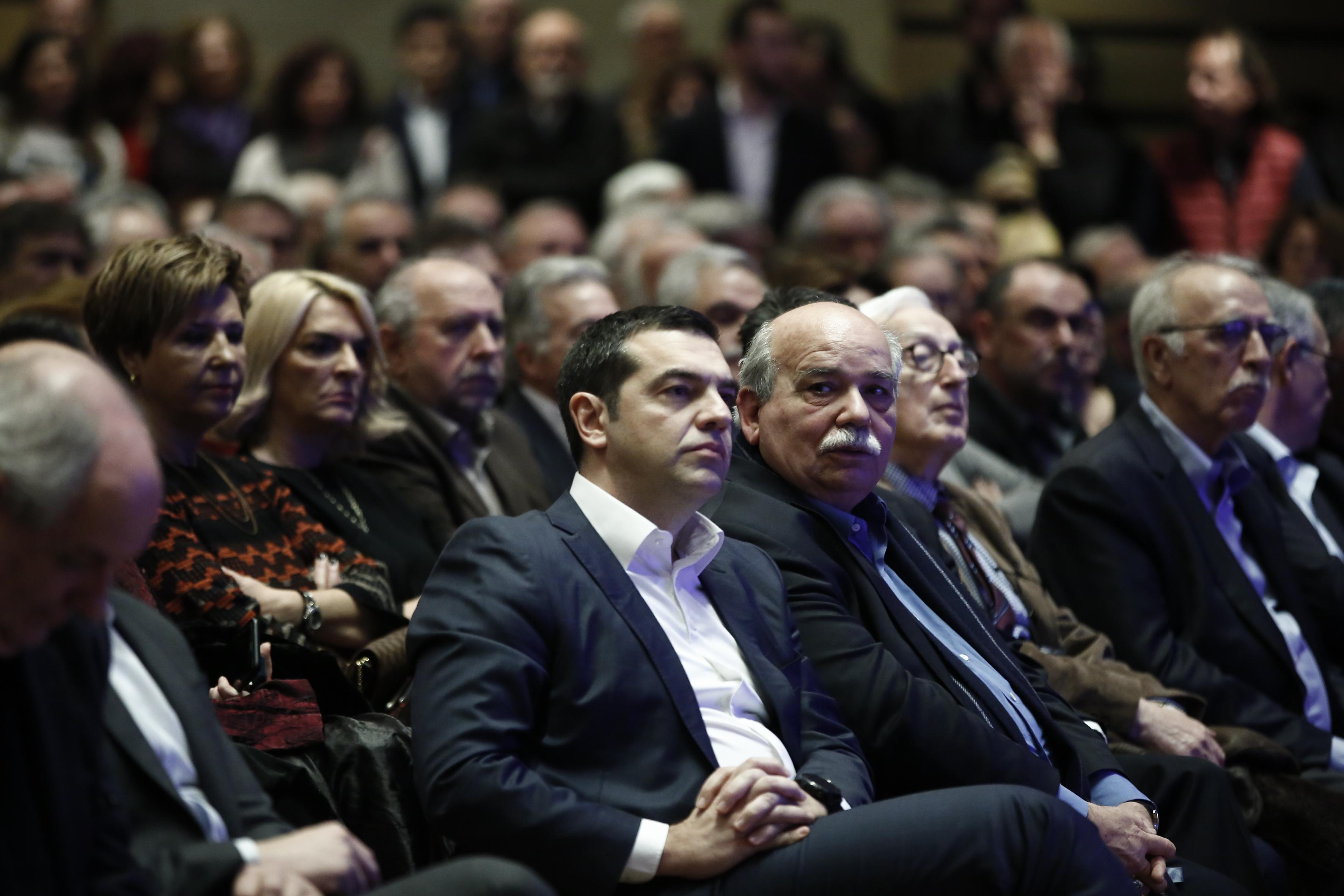 tsipras-sta-istorika-dilimmata-prepei-na-pairnontai-istorikes-apofaseis-vinteo-fotografies3