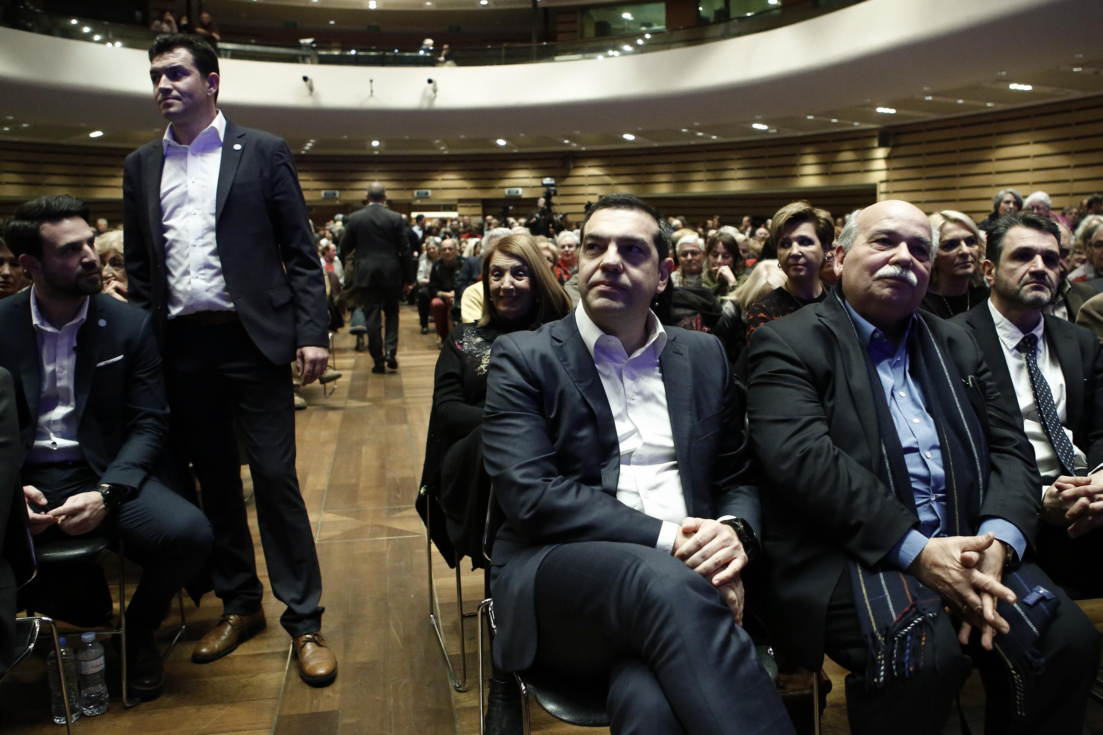 tsipras-sta-istorika-dilimmata-prepei-na-pairnontai-istorikes-apofaseis-vinteo-fotografies4