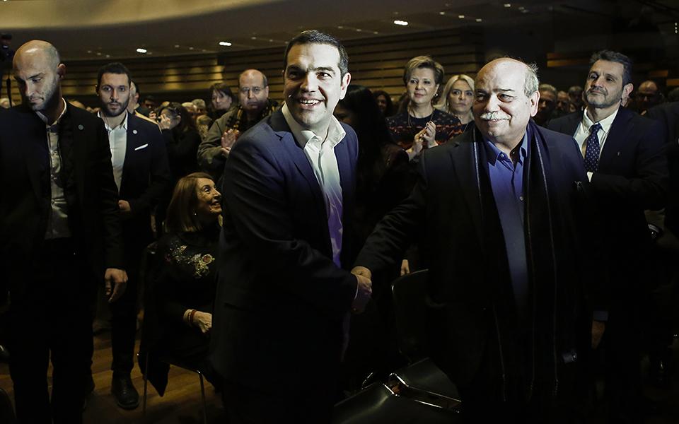 tsipras-sta-istorika-dilimmata-prepei-na-pairnontai-istorikes-apofaseis-vinteo-fotografies2