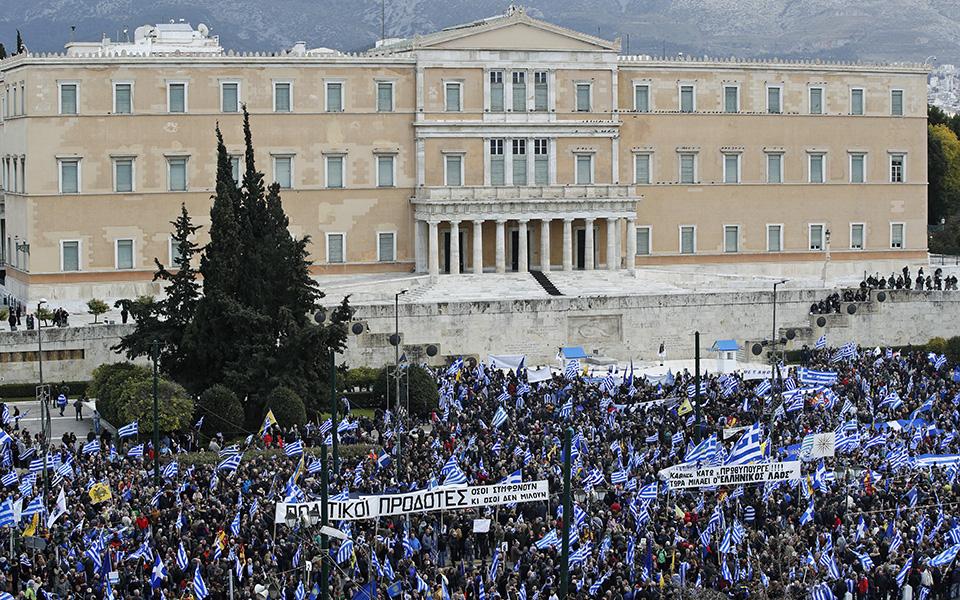 epeisodia-kai-chimika-sto-syllalitirio-sto-syntagma-amp-8211-epta-syllipseis-kai-pente-prosagoges-fotografies55