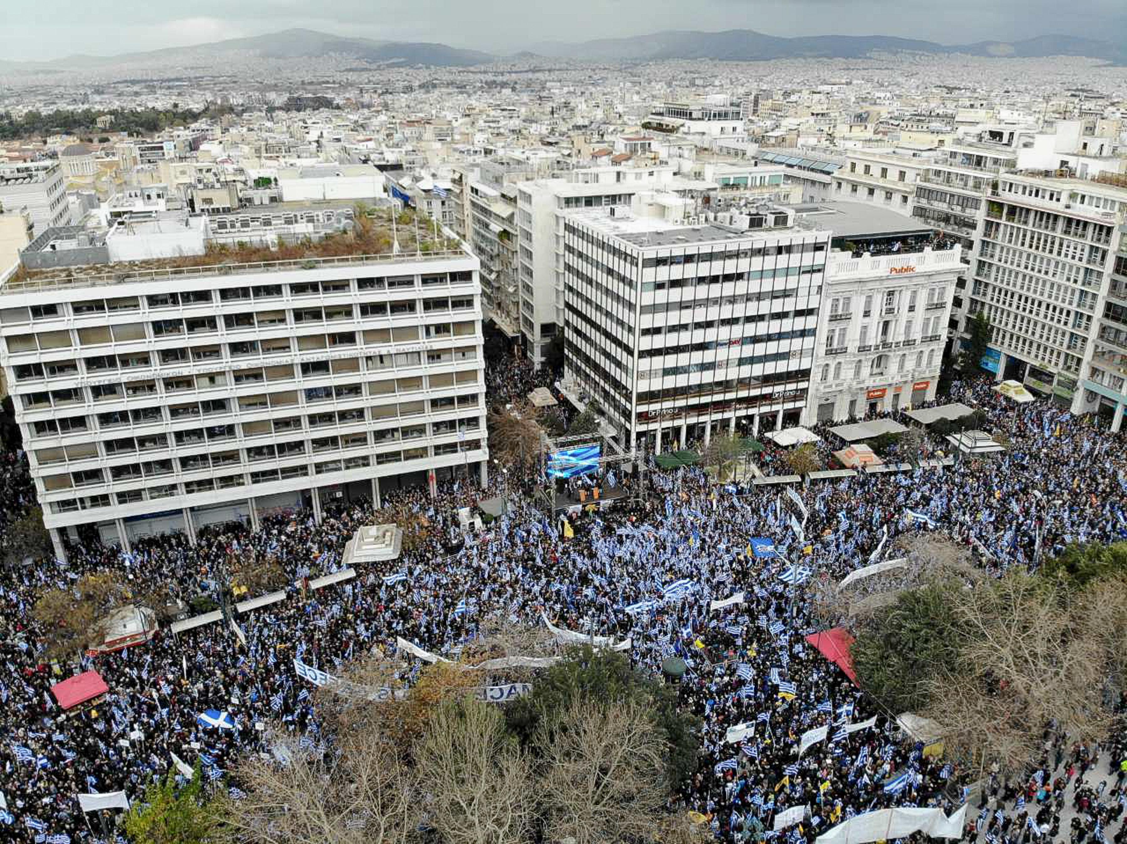 epeisodia-kai-chimika-sto-syllalitirio-sto-syntagma-amp-8211-epta-syllipseis-kai-pente-prosagoges-fotografies20
