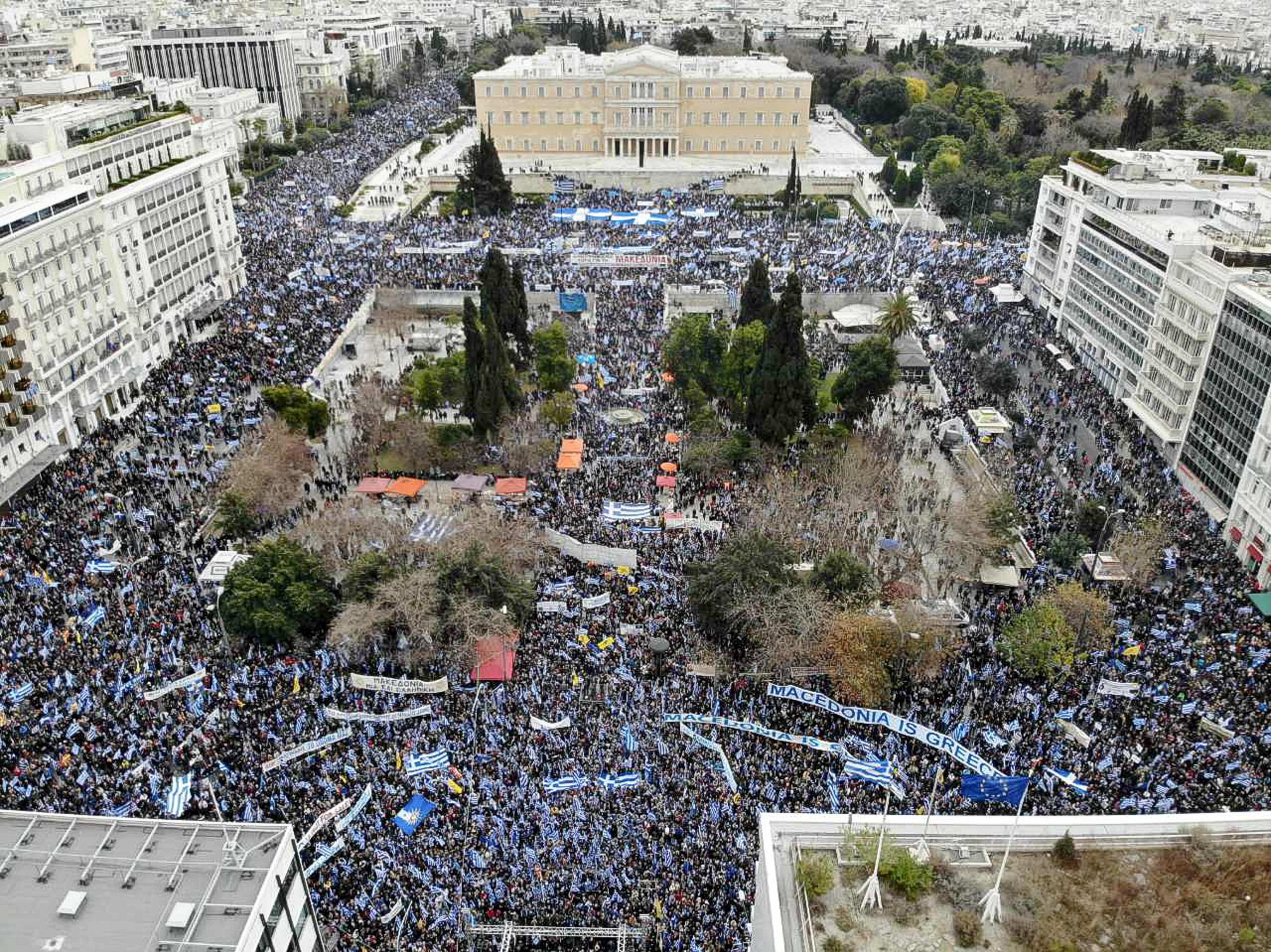 to-chroniko-ton-epeisodion-sto-syllalitirio-sto-syntagma-amp-8211-epta-syllipseis-kai-toylachiston-30-traymaties11
