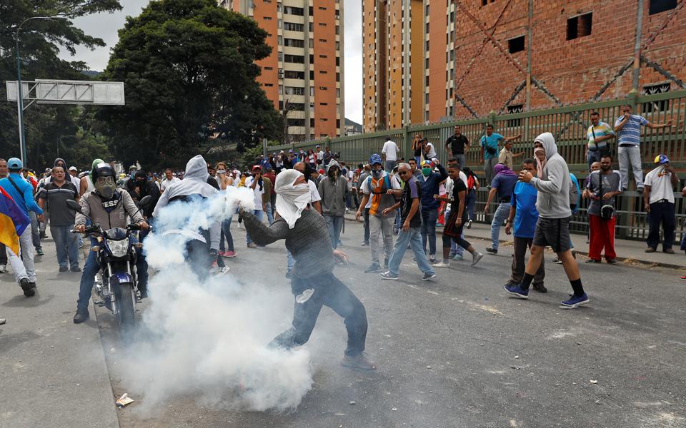 venezoyela-aytoanakirychthike-proedros-o-choyan-gkoyainto-amp-8211-anagnorisi-kai-apo-ton-tramp1