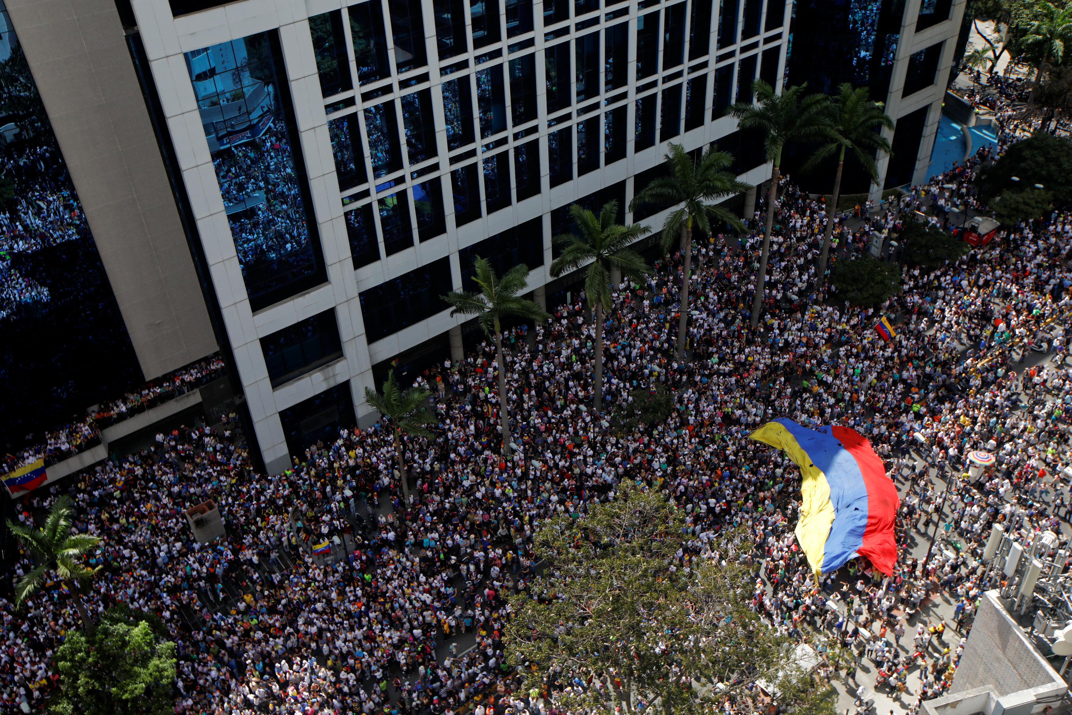 venezoyela-aytoanakirychthike-proedros-o-choyan-gkoyainto-amp-8211-anagnorisi-kai-apo-ton-tramp2