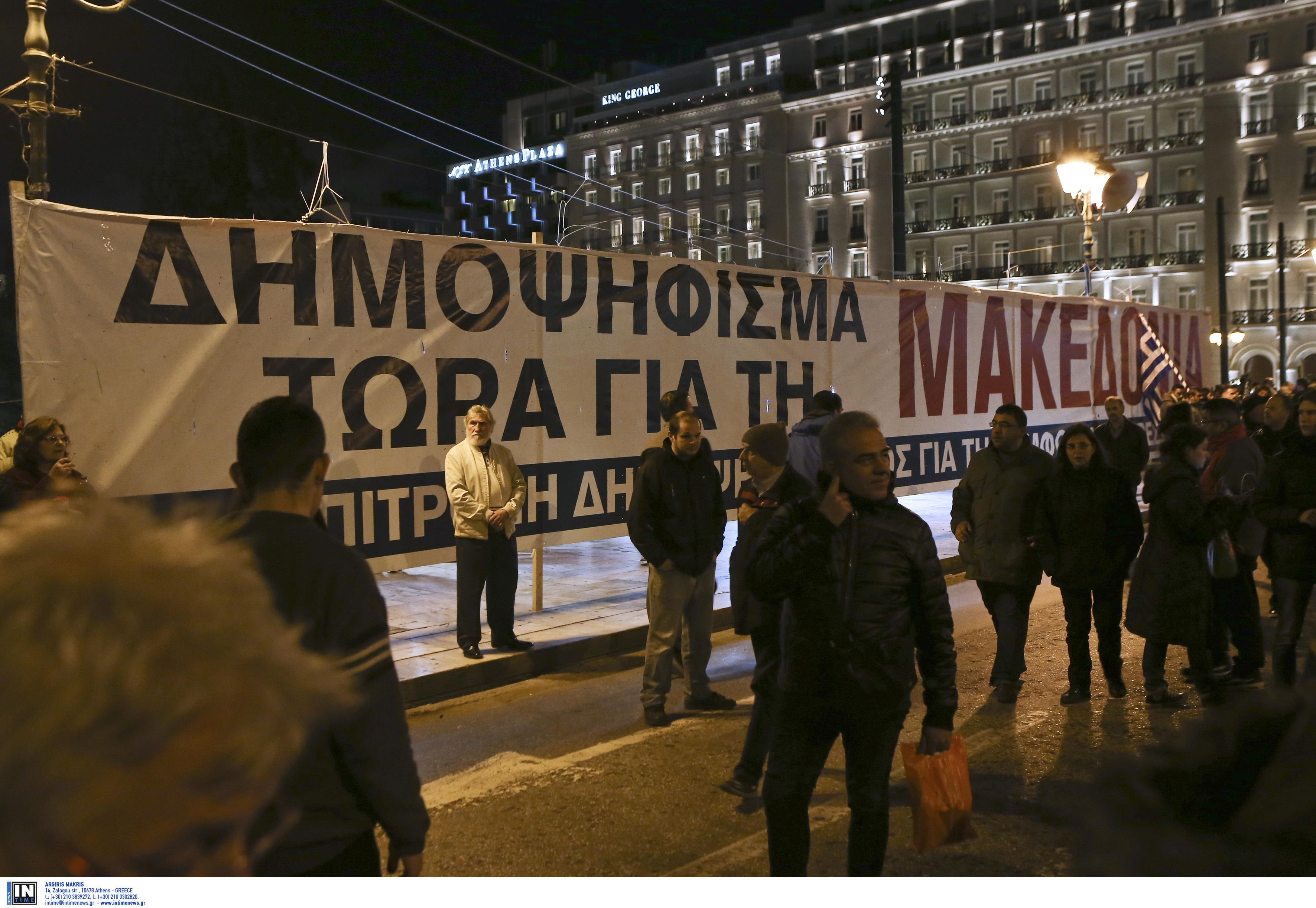 entasi-kai-chimika-sto-syntagma-amp-8211-se-10-syllipseis-kai-133-prosagoges-prochorise-i-elas-fotografies-vinteo14