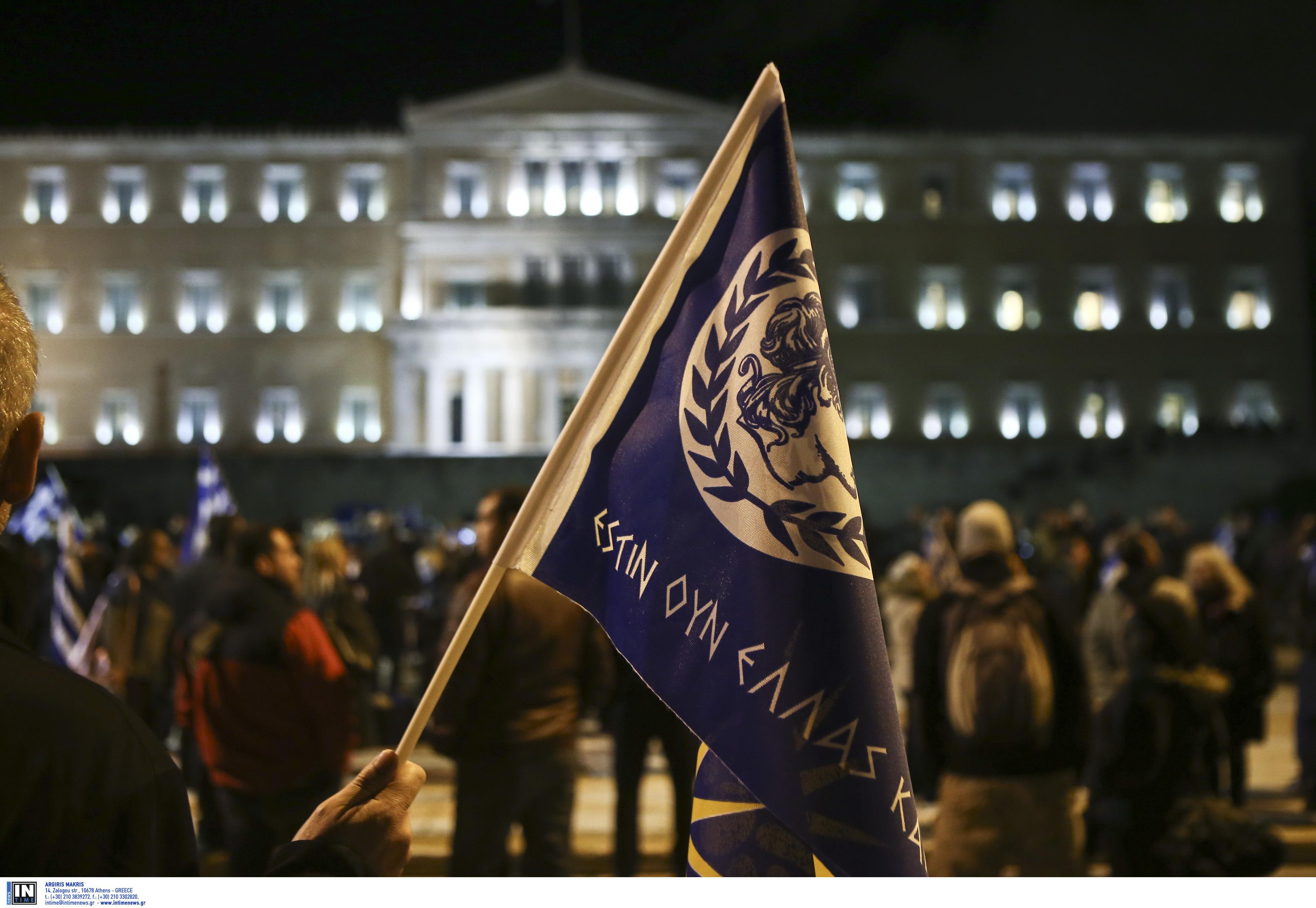 entasi-kai-chimika-sto-syntagma-amp-8211-se-10-syllipseis-kai-133-prosagoges-prochorise-i-elas-fotografies-vinteo13