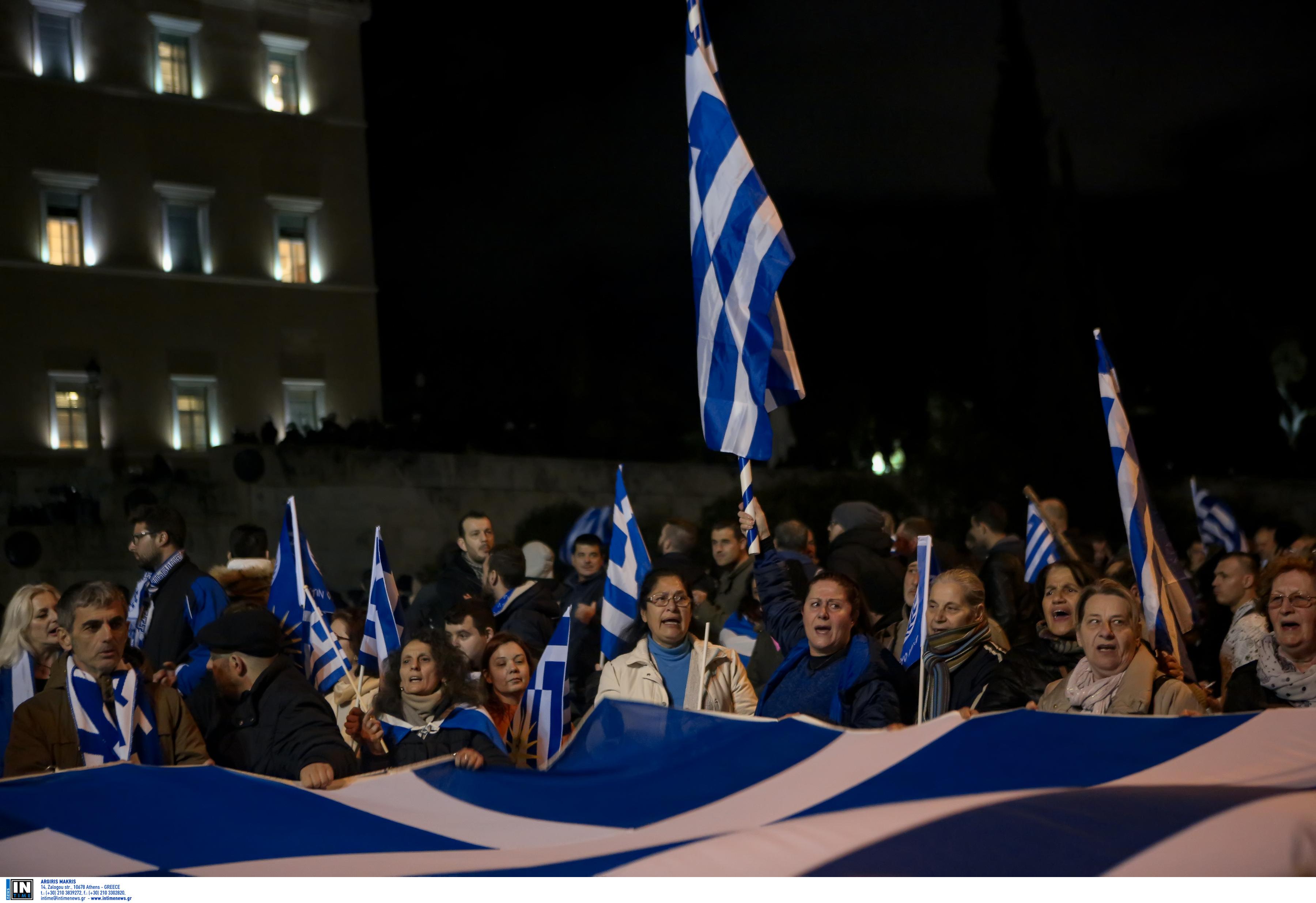 entasi-kai-chimika-sto-syntagma-amp-8211-se-10-syllipseis-kai-133-prosagoges-prochorise-i-elas-fotografies-vinteo10