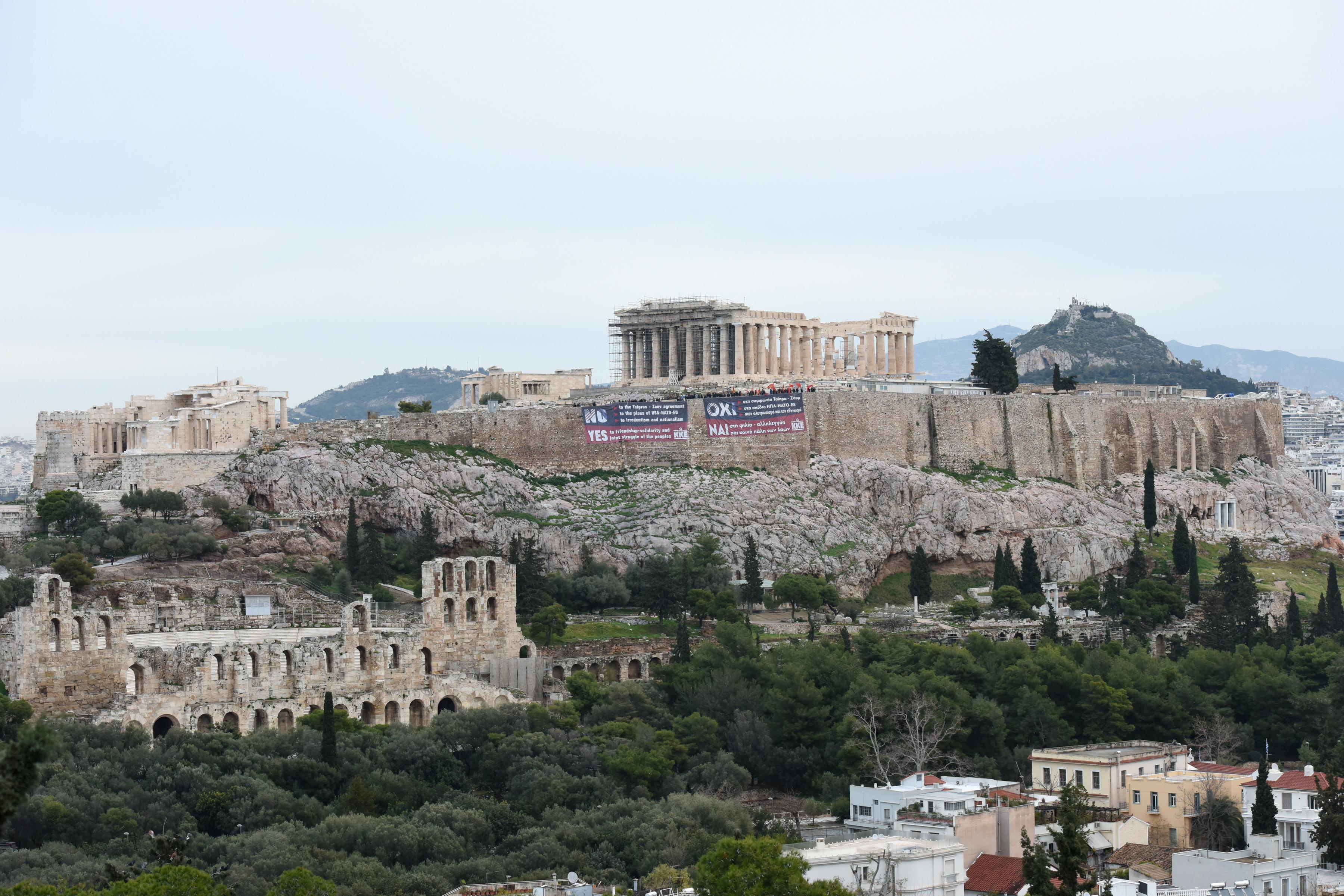 pano-toy-kke-stin-akropoli-kata-tis-symfonias-ton-prespon1