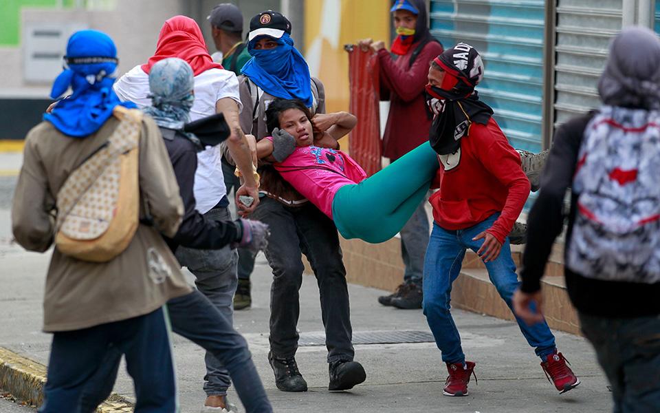 venezoyela-koinonikos-anavrasmos-kai-toylachiston-13-nekroi-stis-diadiloseis4