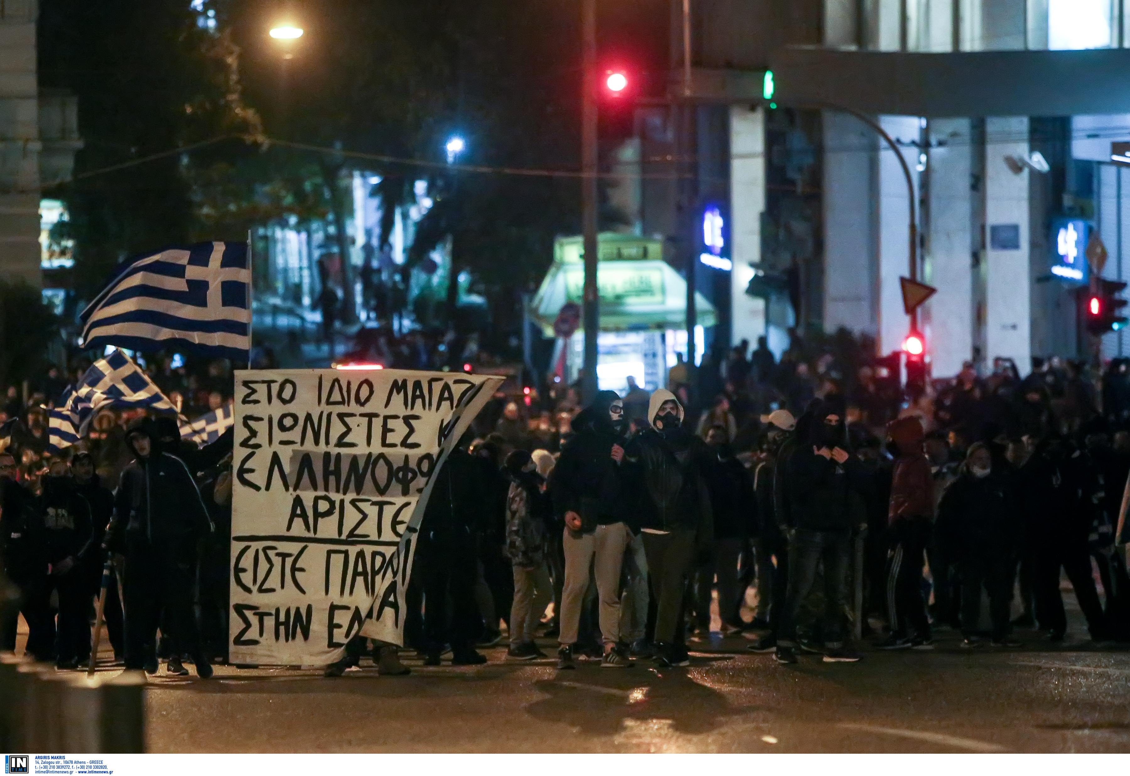 entasi-kai-chimika-sto-syntagma-amp-8211-se-10-syllipseis-kai-133-prosagoges-prochorise-i-elas-fotografies-vinteo2