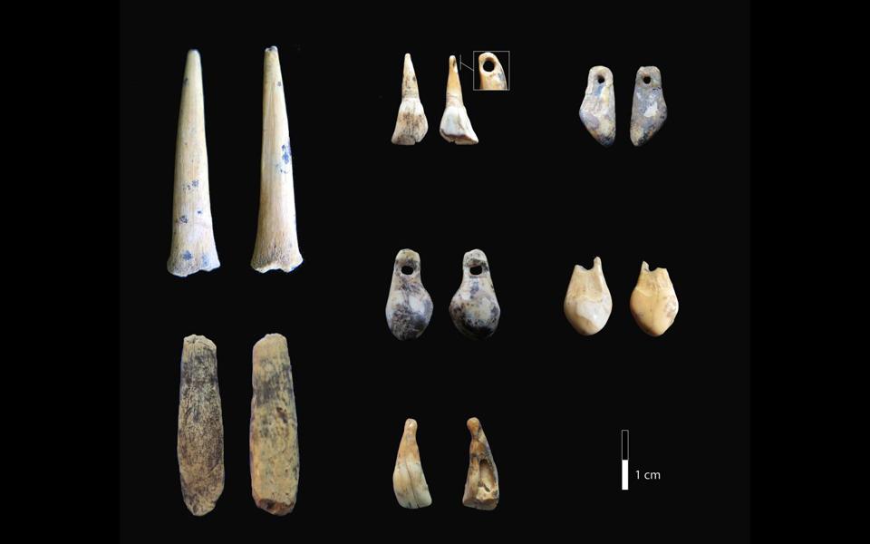 ellinida-epistimonas-chronologise-tin-katoikisi-kai-ta-eyrimata-toy-spilaioy-ntenisova-sti-siviria-fotografies2