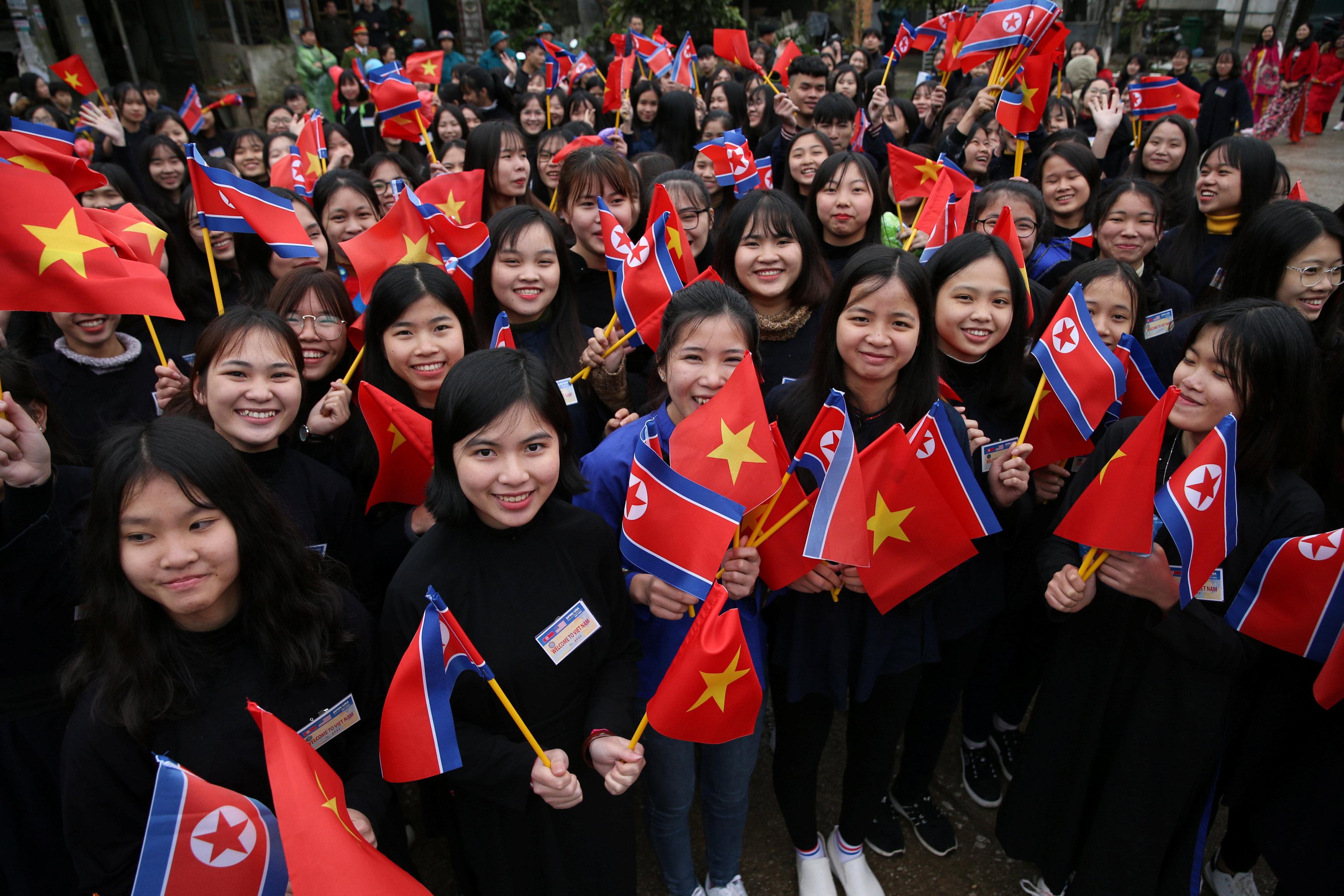 ypodochi-rok-star-gia-ton-kim-giongk-oyn-sto-vietnam-fotografies7