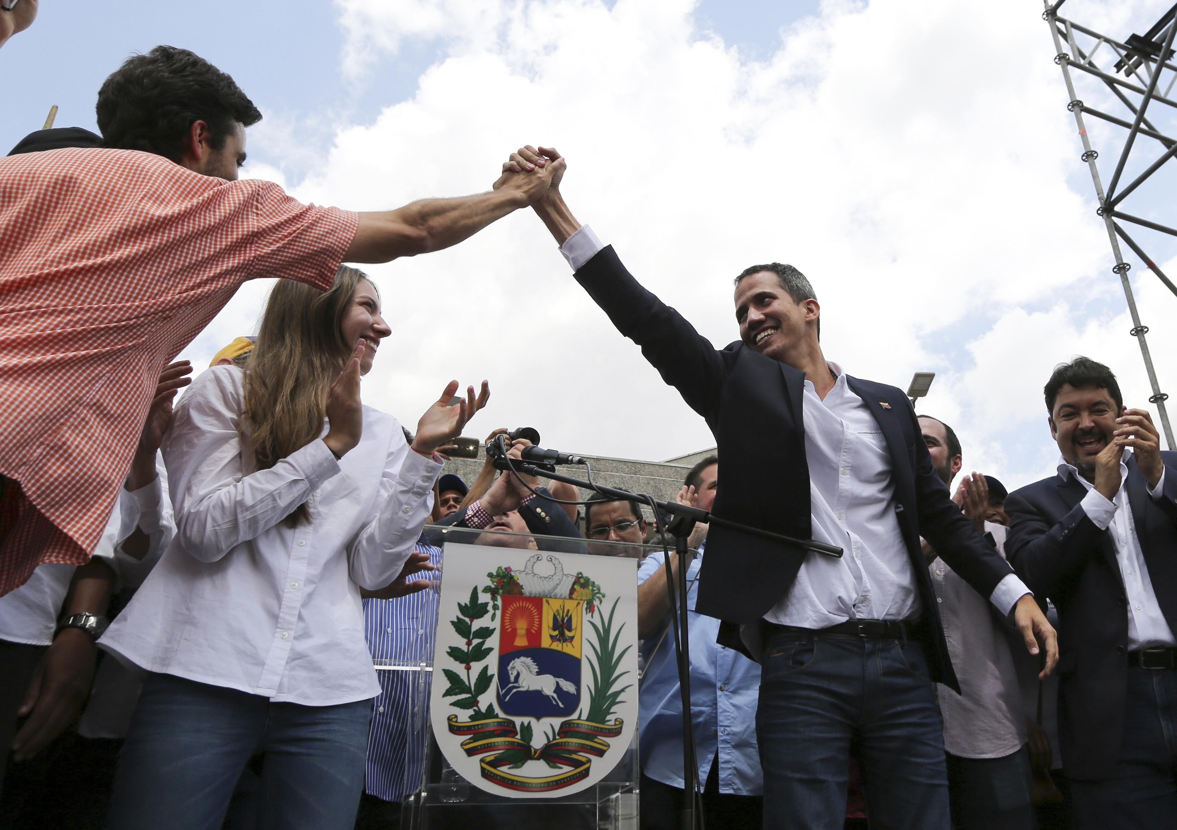 epestrepse-sti-venezoyela-o-gkoyaido-amp-8211-kalei-se-nees-diadiloseis-to-savvato-fotografies2