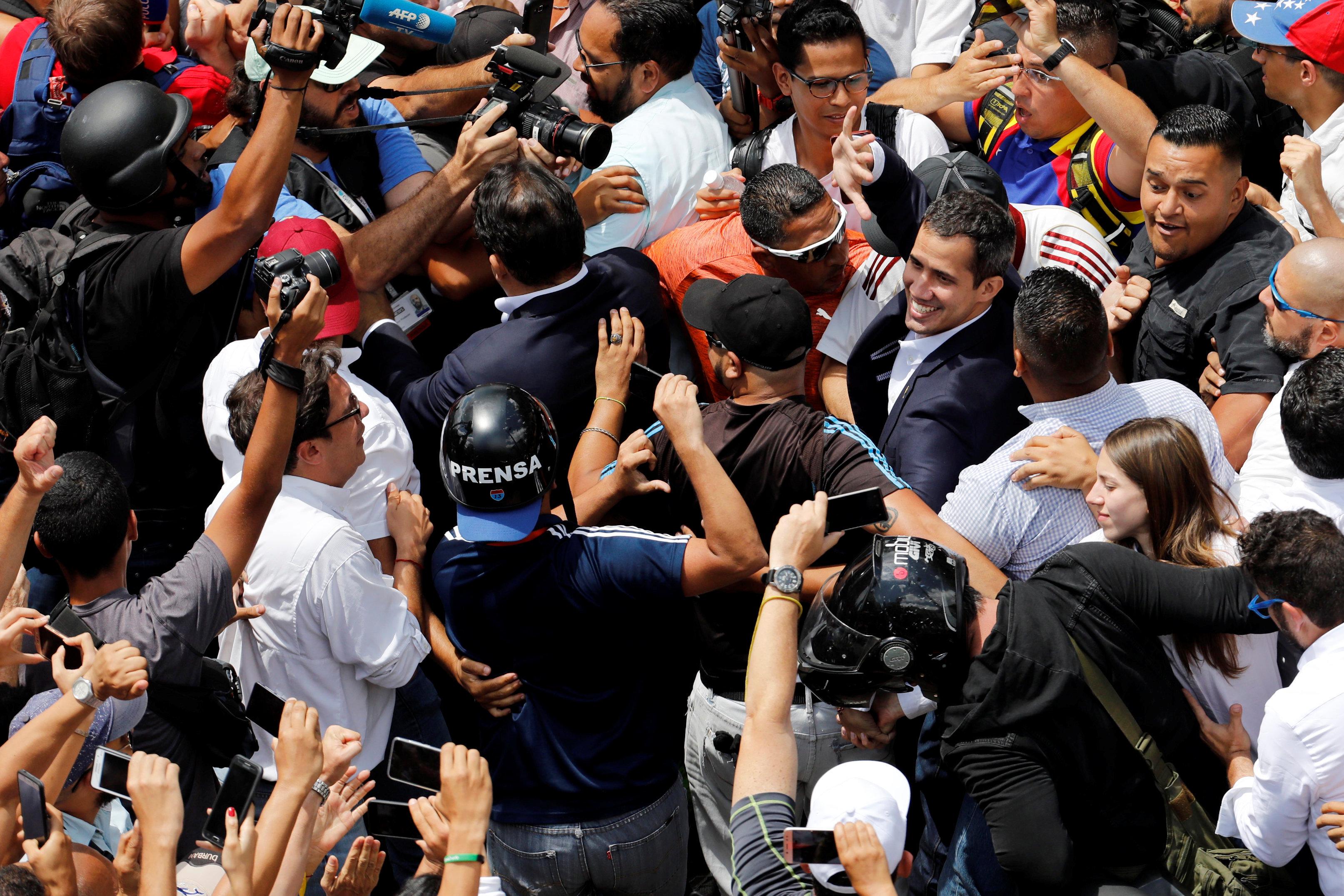 epestrepse-sti-venezoyela-o-gkoyaido-amp-8211-kalei-se-nees-diadiloseis-to-savvato-fotografies5