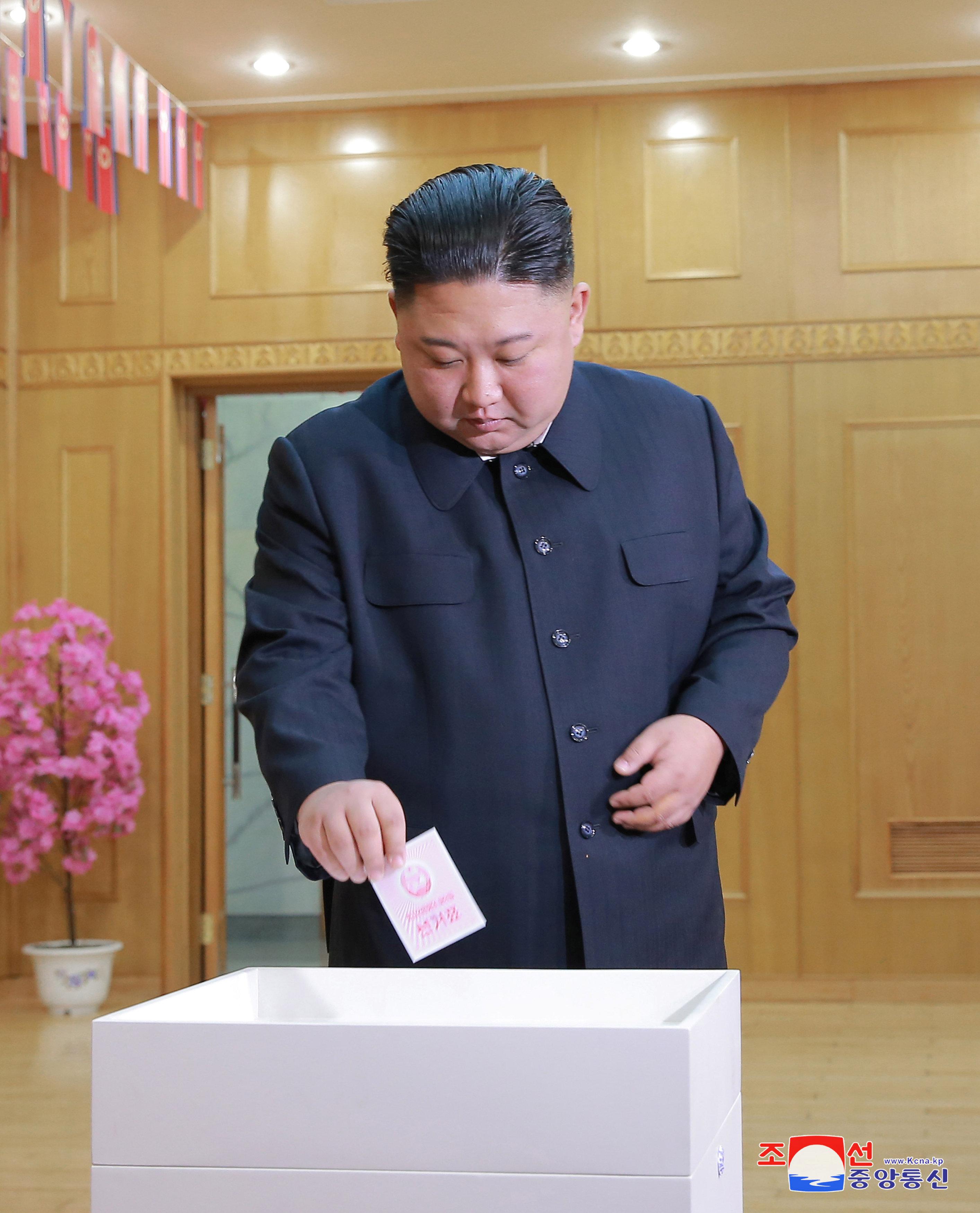 ekloges-me-enan-ypopsifio-paradosiakes-stoles-kai-apolyti-taxi-sti-voreia-korea-fotografies2