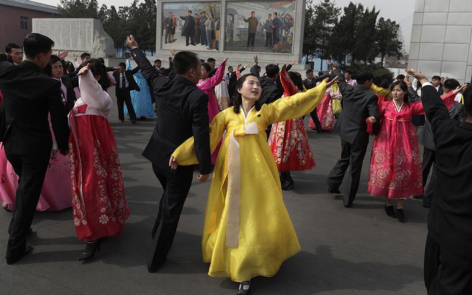 ekloges-me-enan-ypopsifio-paradosiakes-stoles-kai-apolyti-taxi-sti-voreia-korea-fotografies5