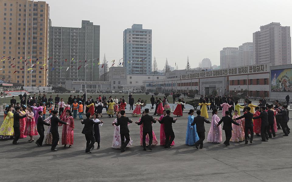 ekloges-me-enan-ypopsifio-paradosiakes-stoles-kai-apolyti-taxi-sti-voreia-korea-fotografies3
