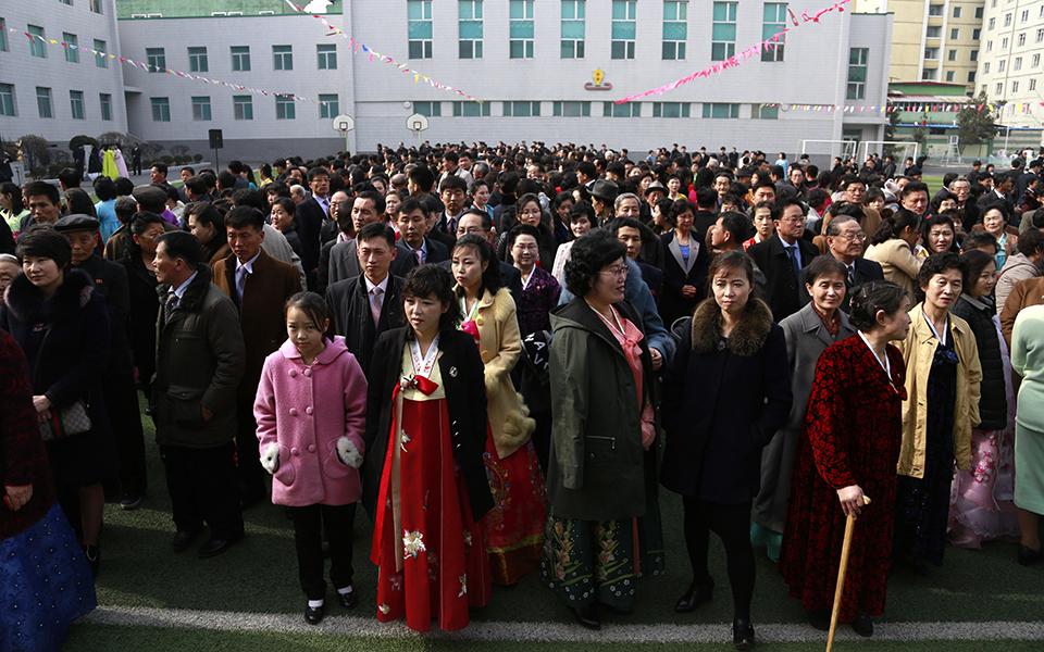 ekloges-me-enan-ypopsifio-paradosiakes-stoles-kai-apolyti-taxi-sti-voreia-korea-fotografies0