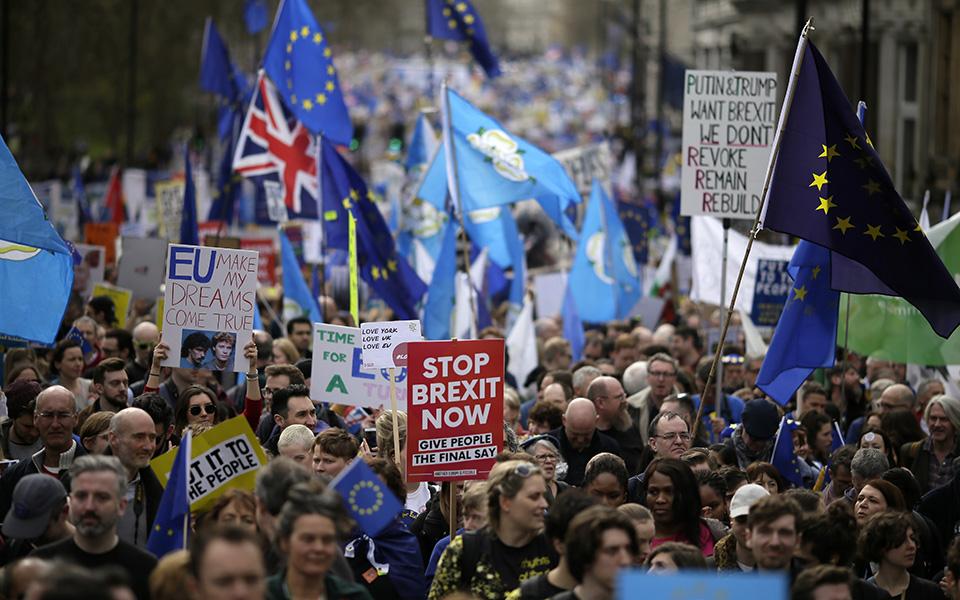 ena-ekatommyrio-diadilotes-kata-toy-brexit-sto-londino-amp-8211-sfiggei-o-kloios-gia-tin-mei-vinteo-amp-8211-fotografies7