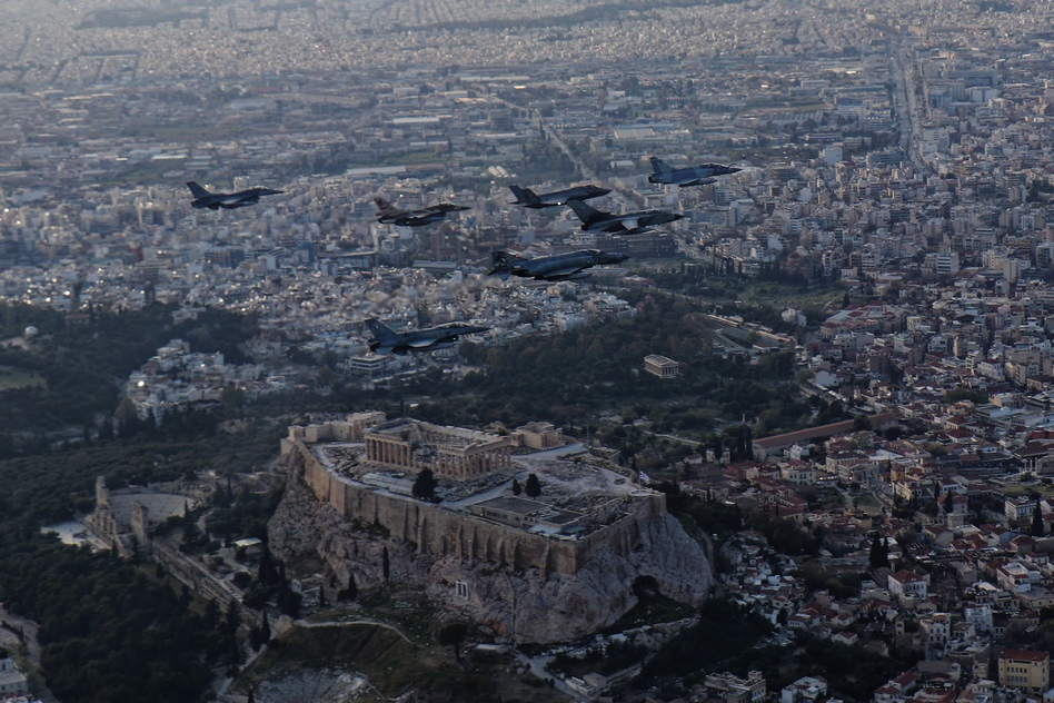 machitika-petaxan-pano-apo-tin-akropoli-gia-tin-askisi-iniochos-2019-vinteo5