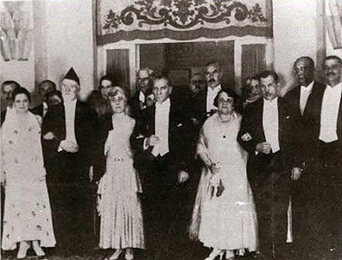 100-chronia-i-kathimerini-enas-aionas-me-ena-klik-amp-8211-1930-symfono-ellinotoyrkikis-filias1