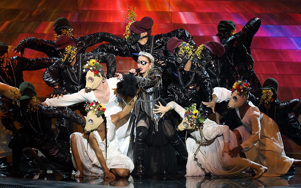 madonna-i-amfilegomeni-emfanisi-kai-ta-faltsa-tis-vasilissas-sti-eurovision1
