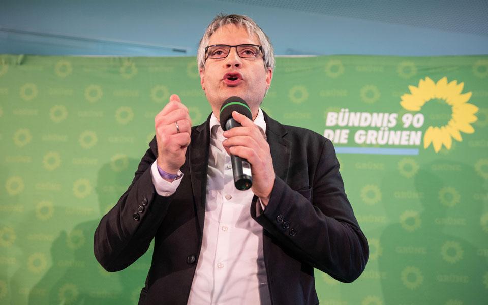 ektimiseis-gia-tin-katanomi-ton-edron-sto-neo-eyrokoinovoylio-amp-8211-ta-prota-exit-polls3
