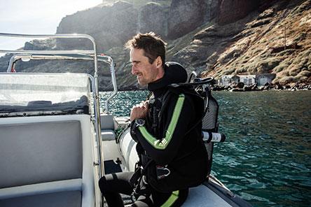 h-iwc-ston-agona-gia-ti-diasosi-ton-okeanon-me-toys-cousteau-divers0
