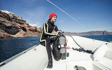 h-iwc-ston-agona-gia-ti-diasosi-ton-okeanon-me-toys-cousteau-divers2