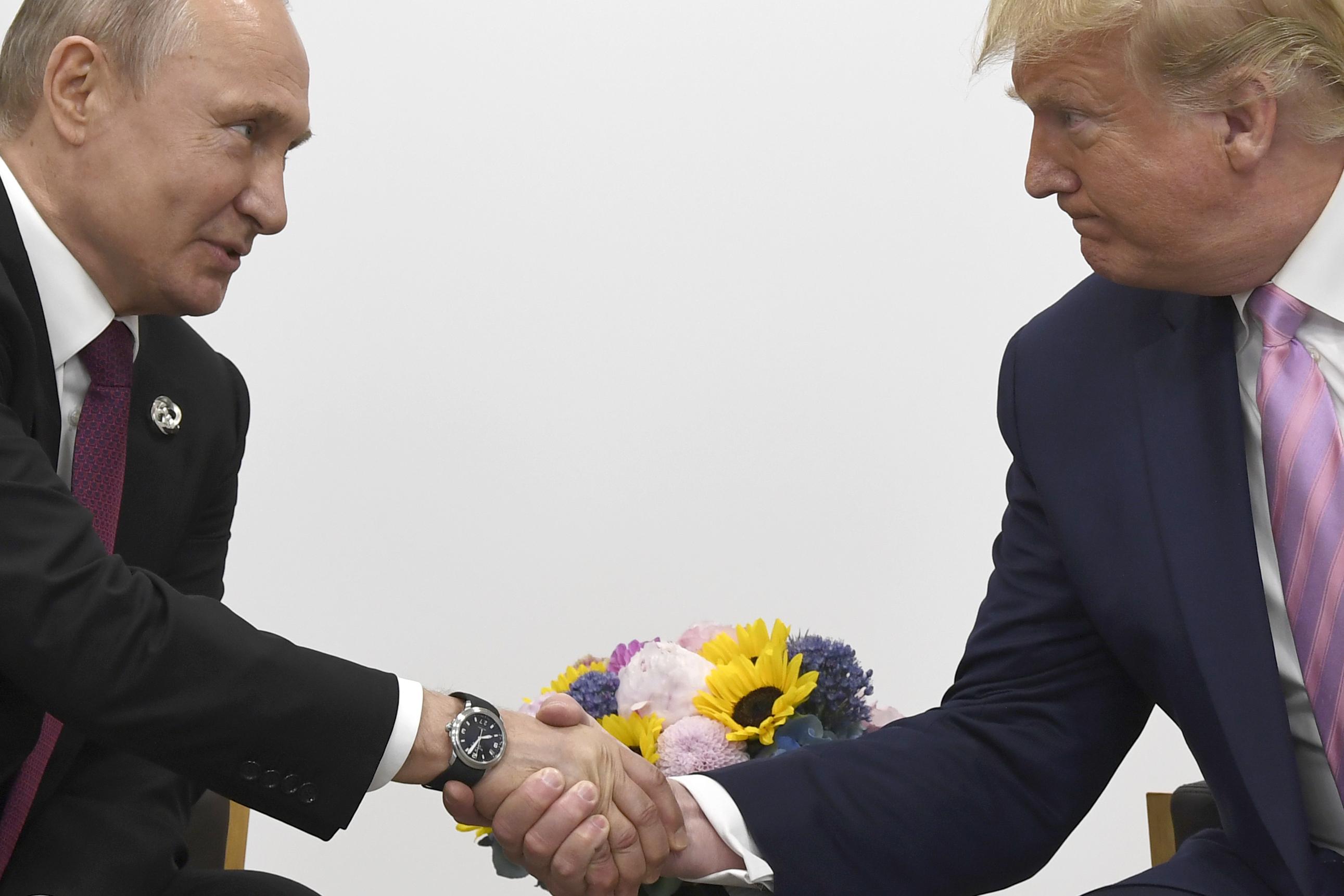 thetiko-klima-sti-synantisi-tramp-poytin-to-chioymor-toy-amerikanoy-proedroy-ston-roso-omologo-toy1