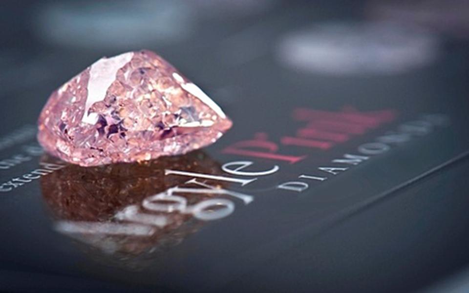 kleinei-to-megalytero-orycheio-chromatismenon-diamantion-toy-kosmoy1