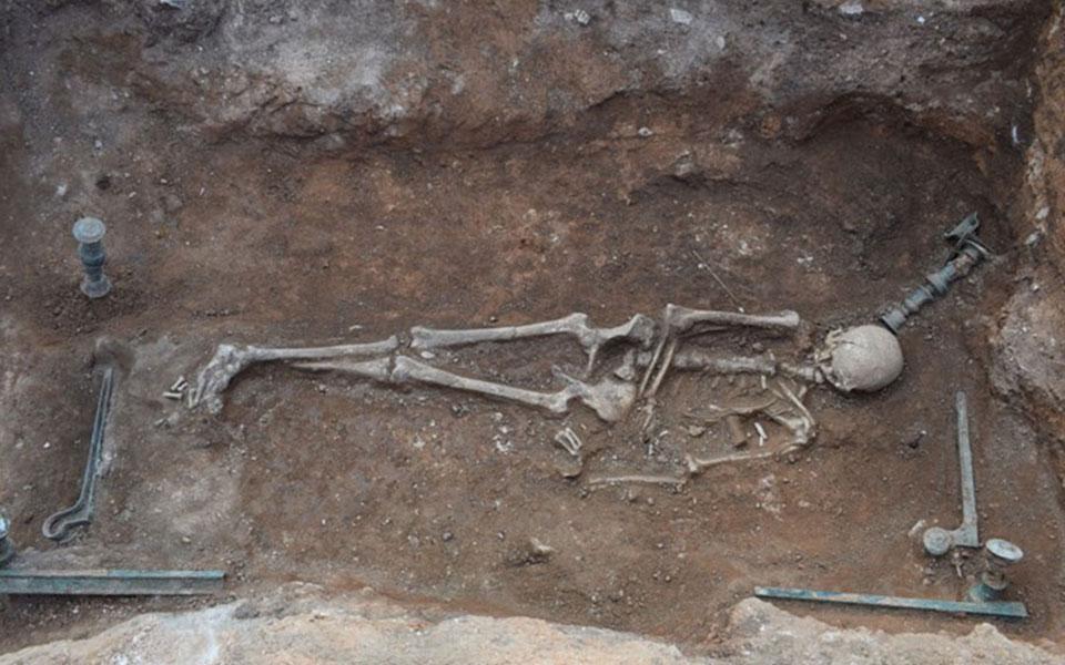 asylito-tafo-toy-1oy-aiona-p-ch-efere-sto-fos-i-archaiologiki-skapani-stin-kozani-fotografies3