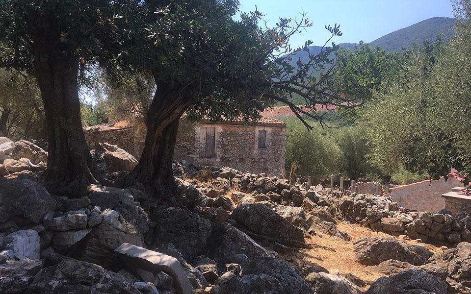 kapsala-episkepsi-sto-chorio-fantasma-ton-mayromichalaion-tis-lakonias1
