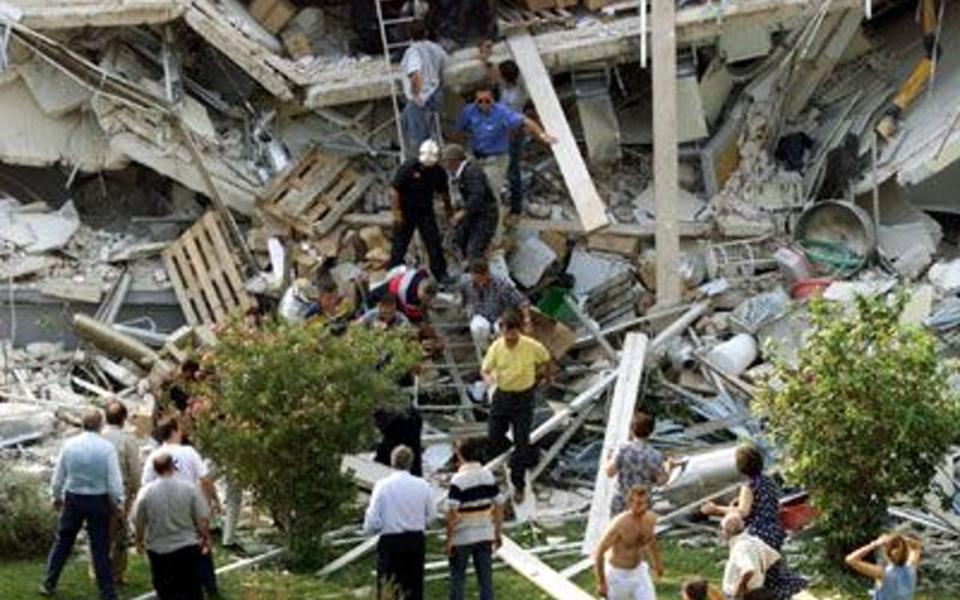 seismos-7-9-1999-ta-15-deyterolepta-poy-pagosan-ton-chrono5