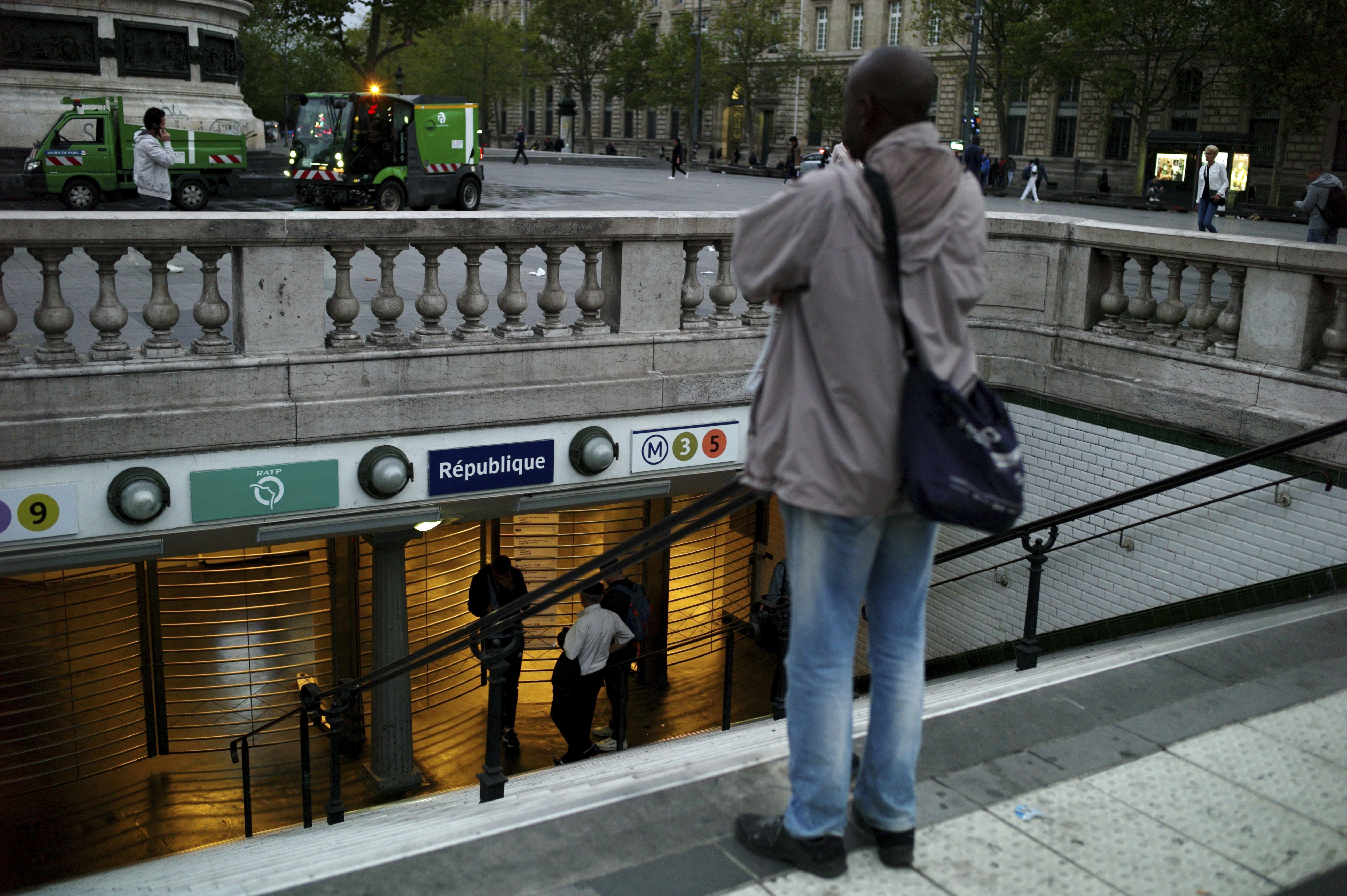 paralyei-to-parisi-logo-apergias-stis-metafores-fotografies3