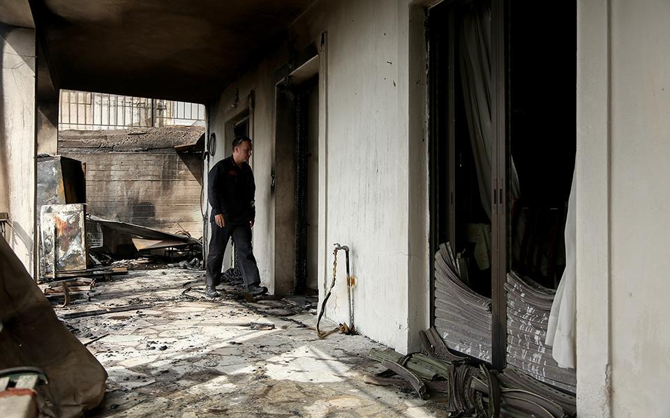 katastrofes-se-spitia-apo-tin-fotia-sto-lagonisi-fotografies5