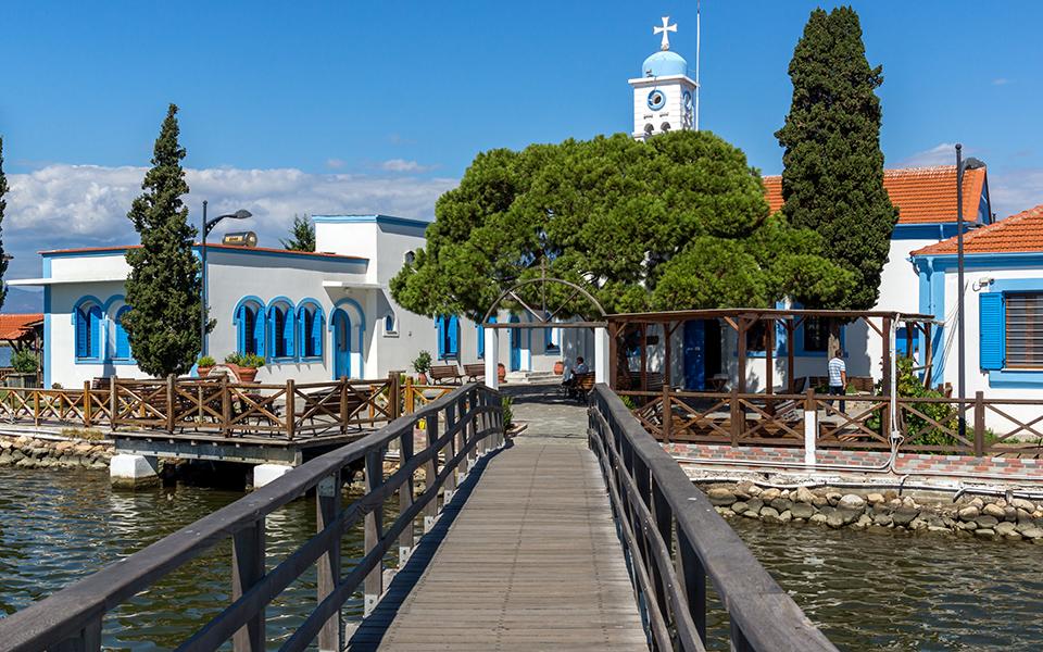 to-grafiko-psarochori-toy-porto-lagos-stin-akri-tis-vistonidas-fotografies0