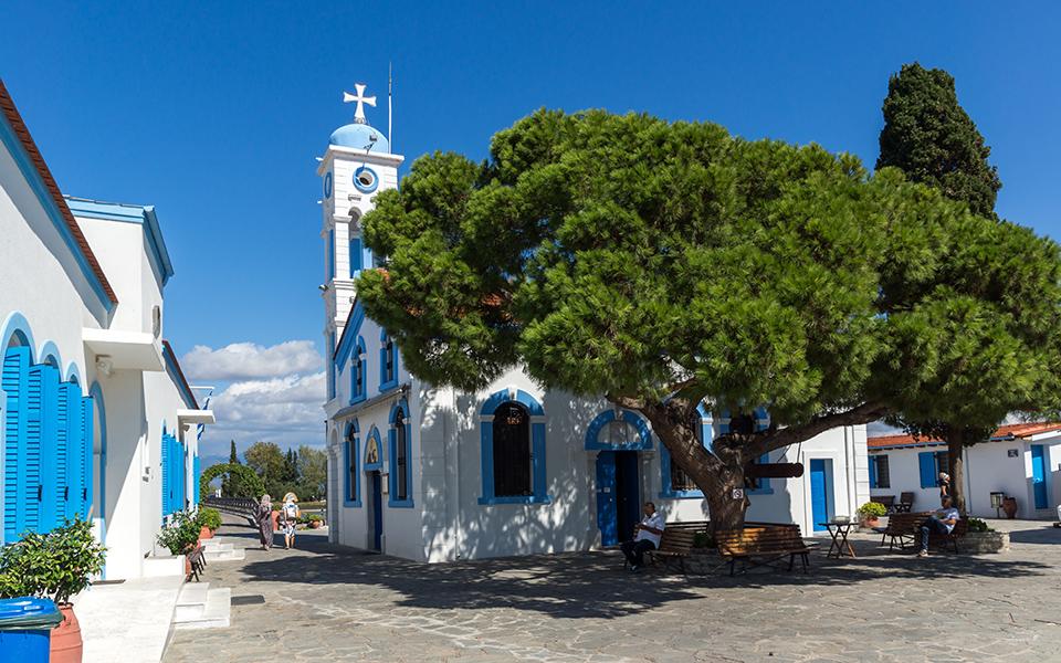 to-grafiko-psarochori-toy-porto-lagos-stin-akri-tis-vistonidas-fotografies1