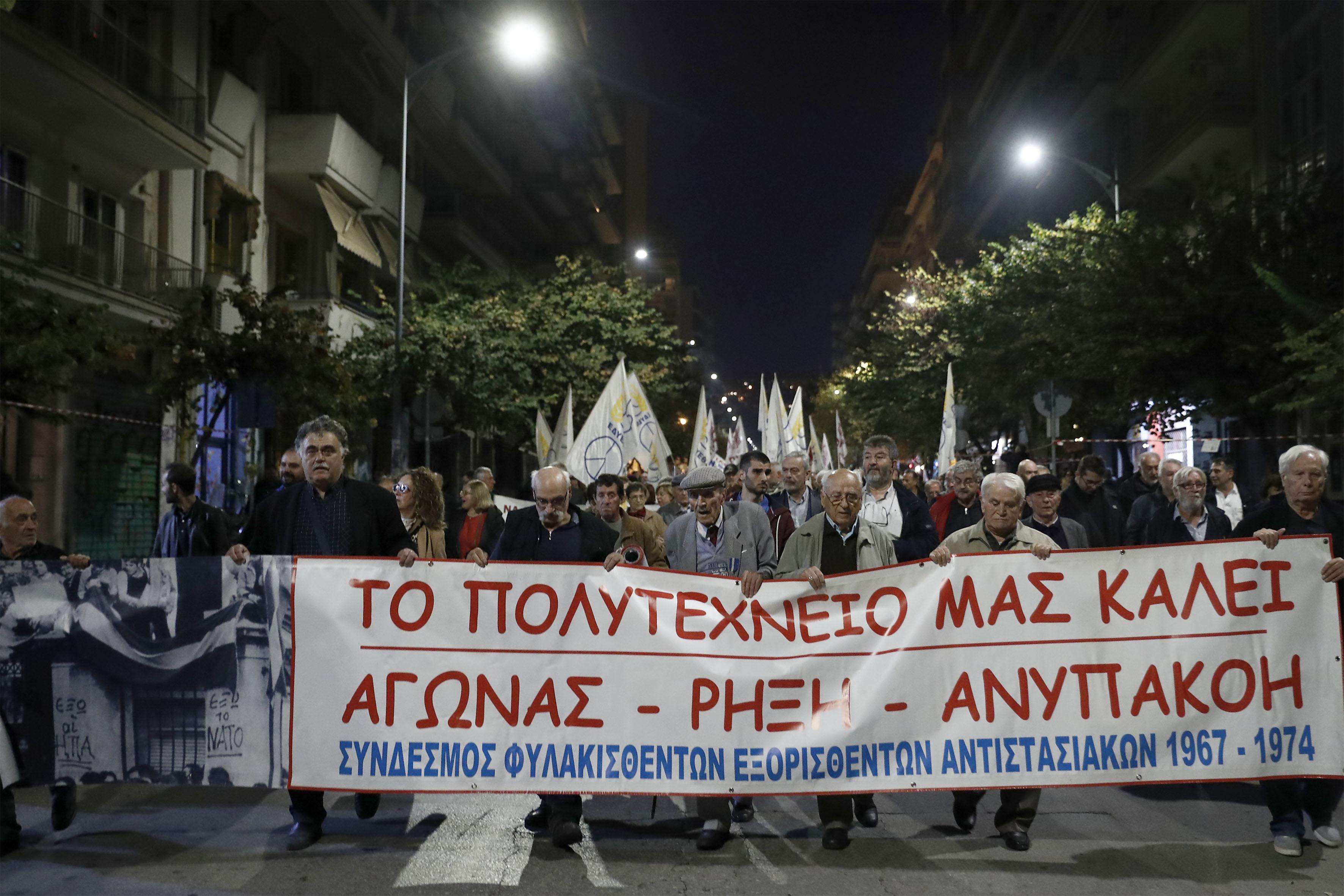oi-mazikoteres-poreies-ton-teleytaion-eton-sti-thessaloniki-gia-tin-epeteio-toy-polytechneioy-fotografies7